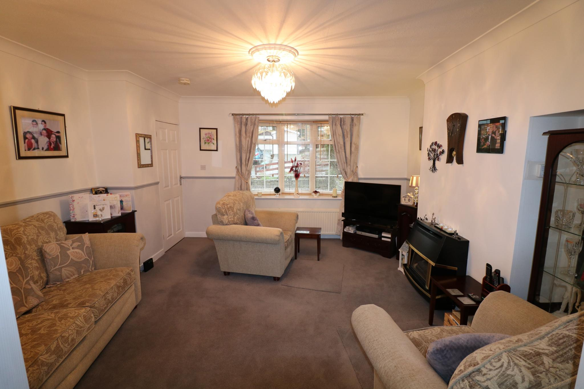 2 Bedroom Town House For Sale - Photograph 2