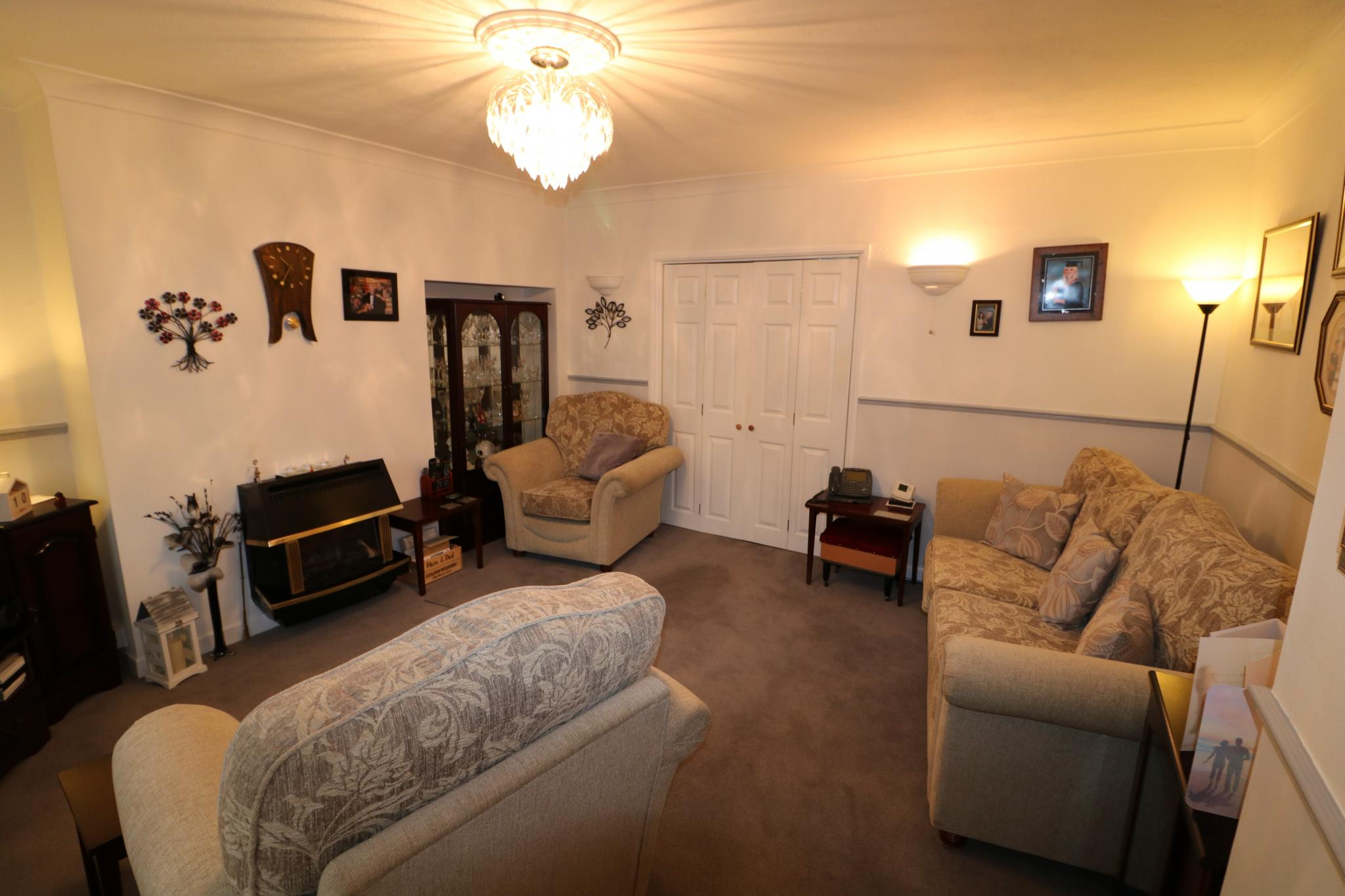 2 Bedroom Town House For Sale - Photograph 3