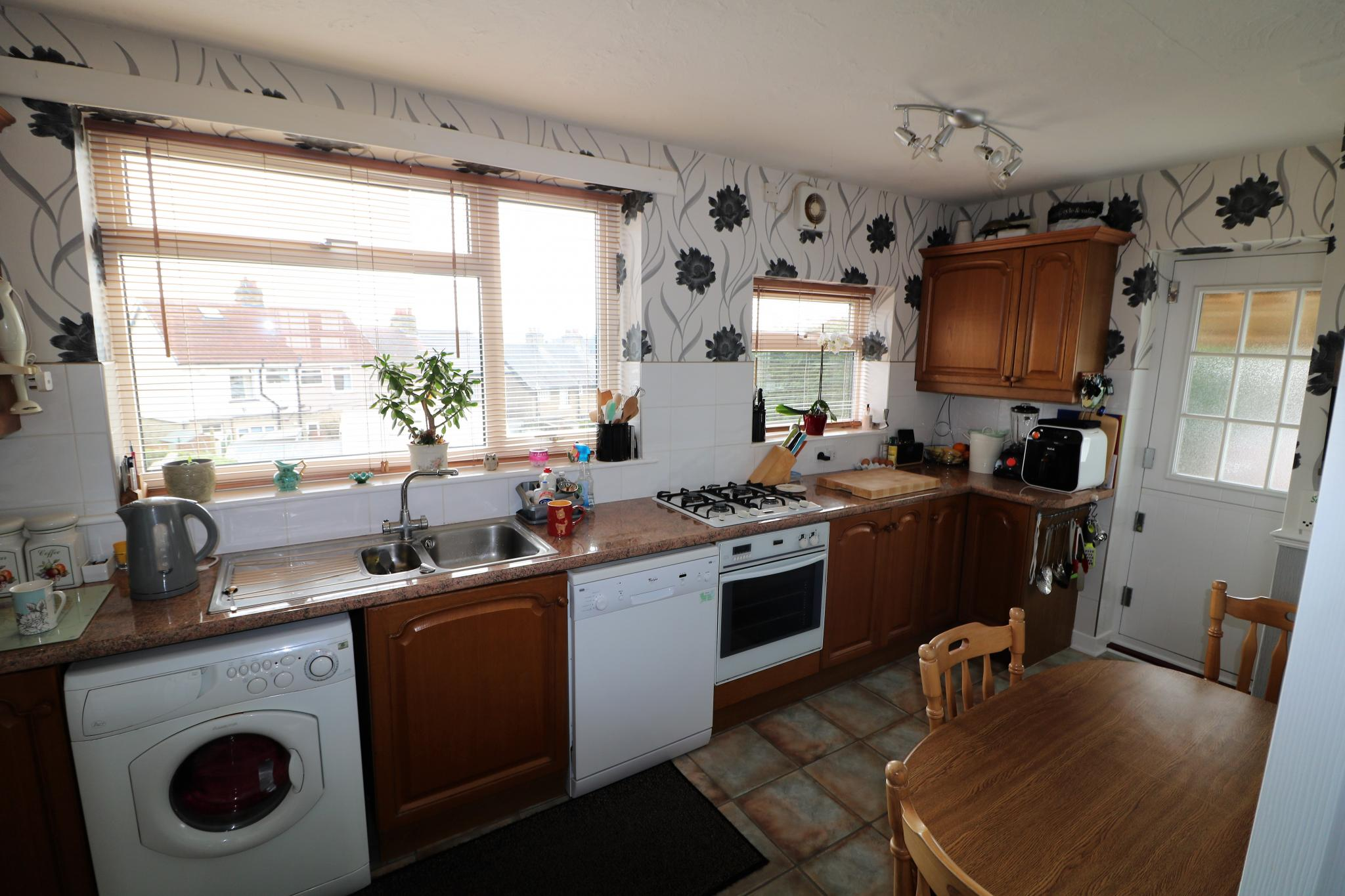 2 Bedroom Town House For Sale - Photograph 6