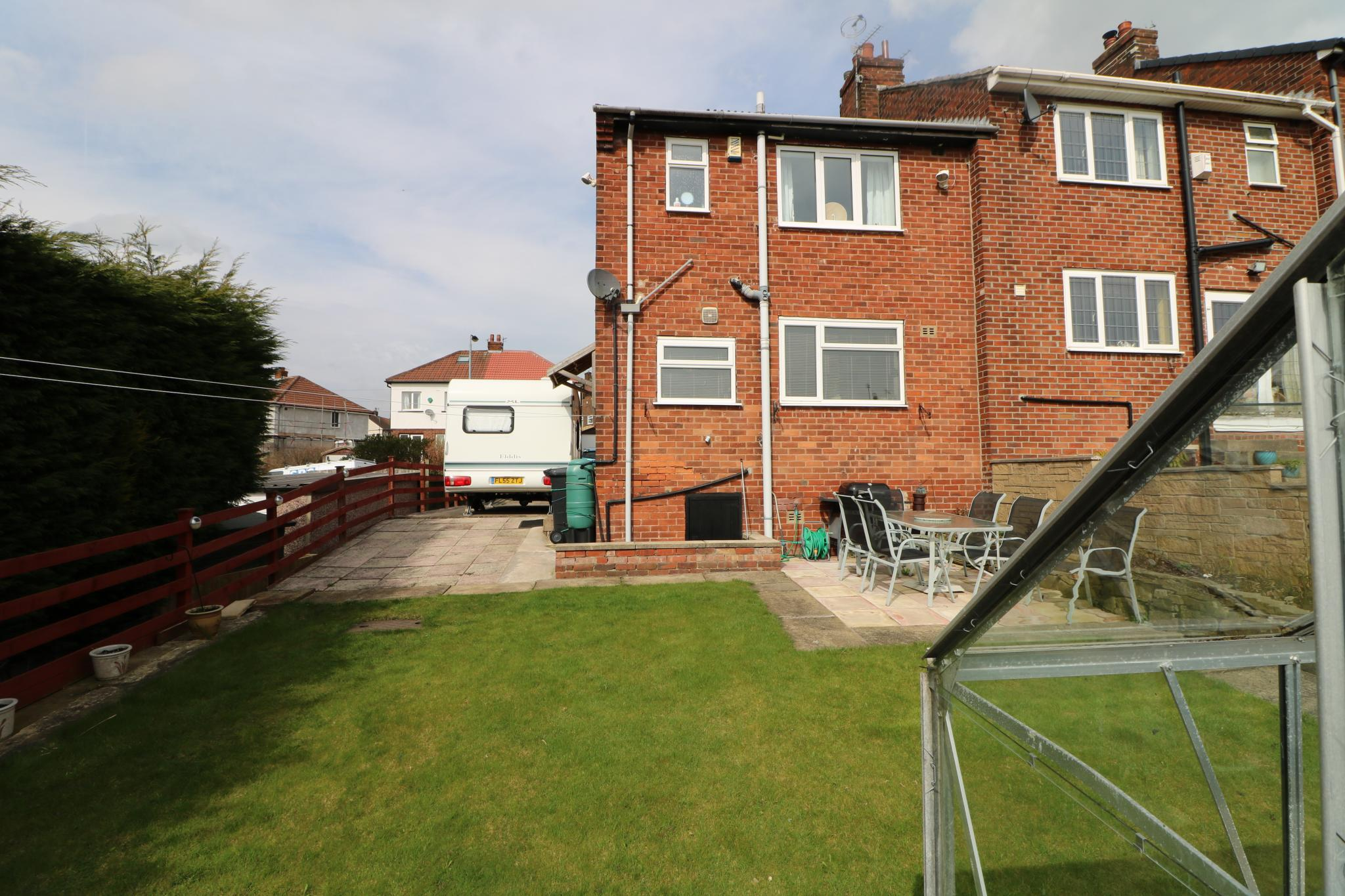2 Bedroom Town House For Sale - Photograph 19