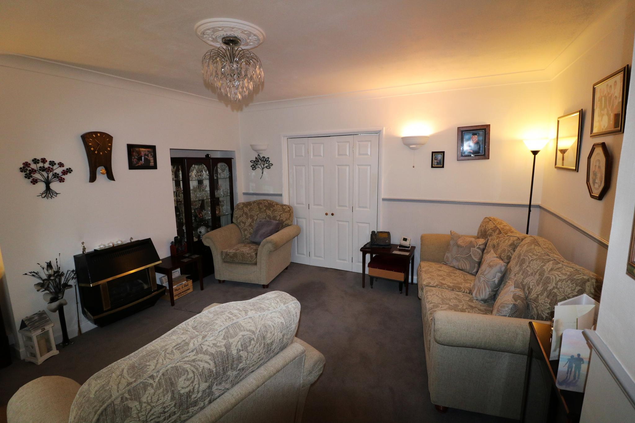 2 Bedroom Town House For Sale - Photograph 7