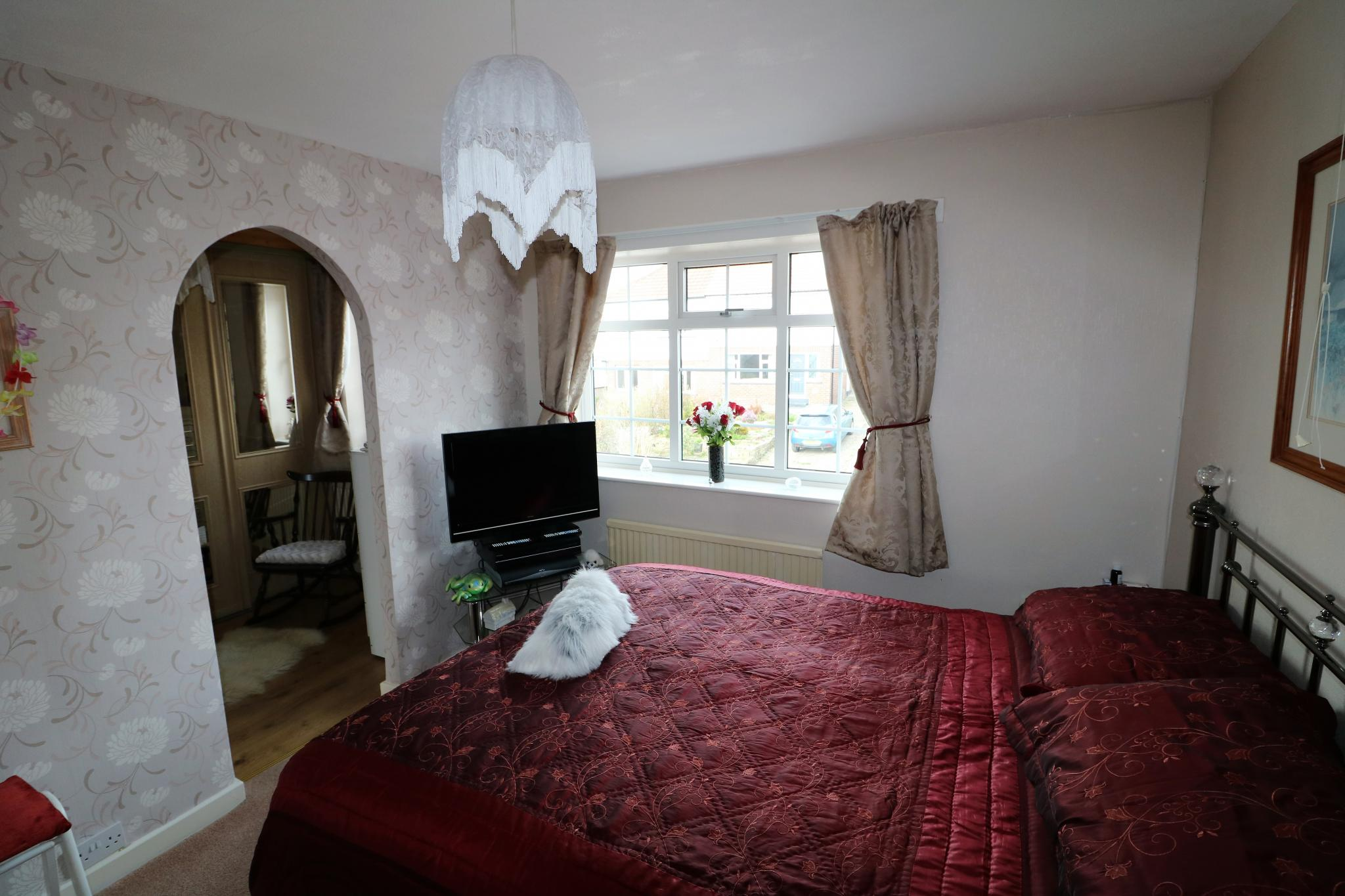 2 Bedroom Town House For Sale - Photograph 11