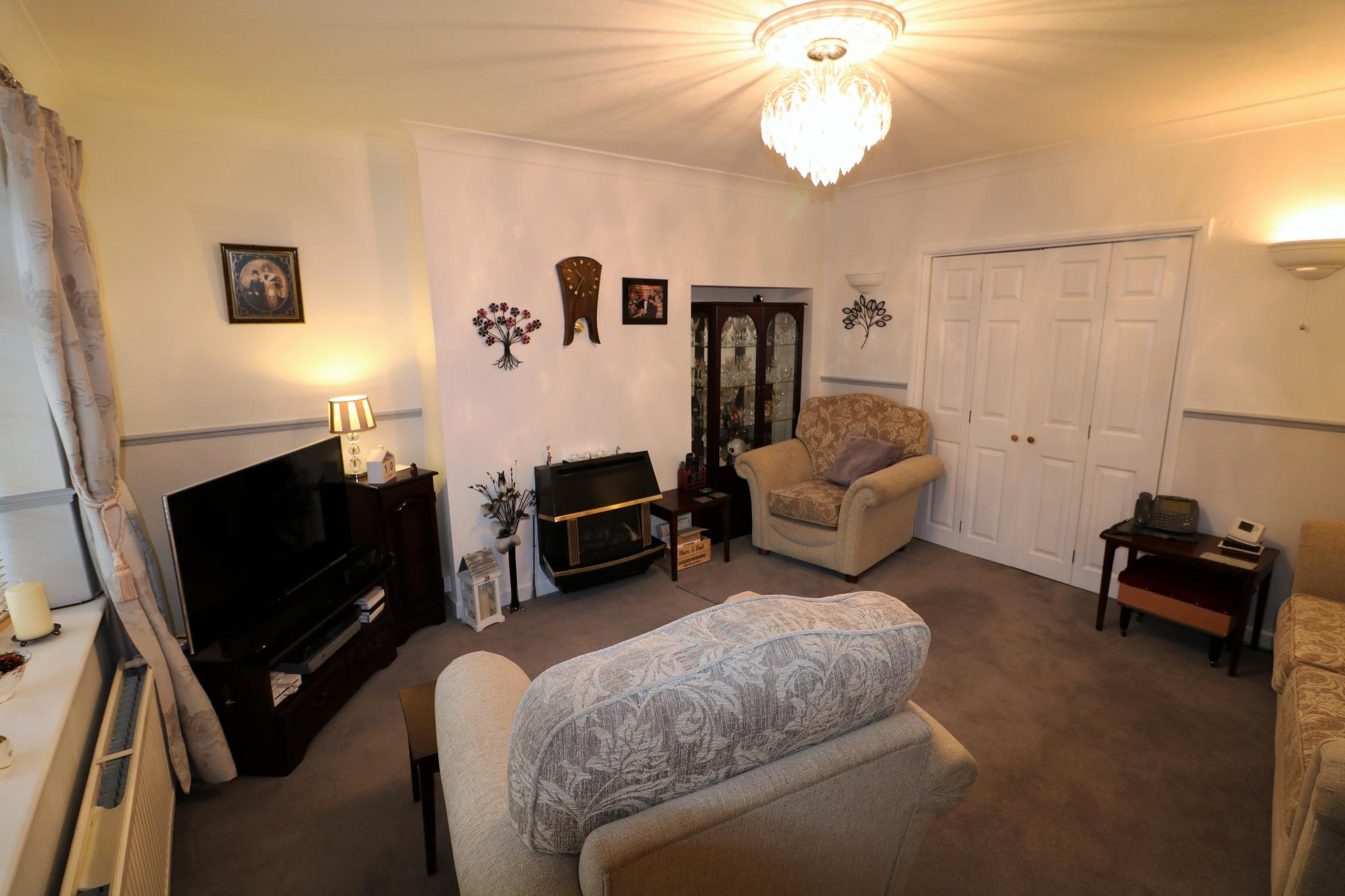 2 Bedroom Town House For Sale - Photograph 5