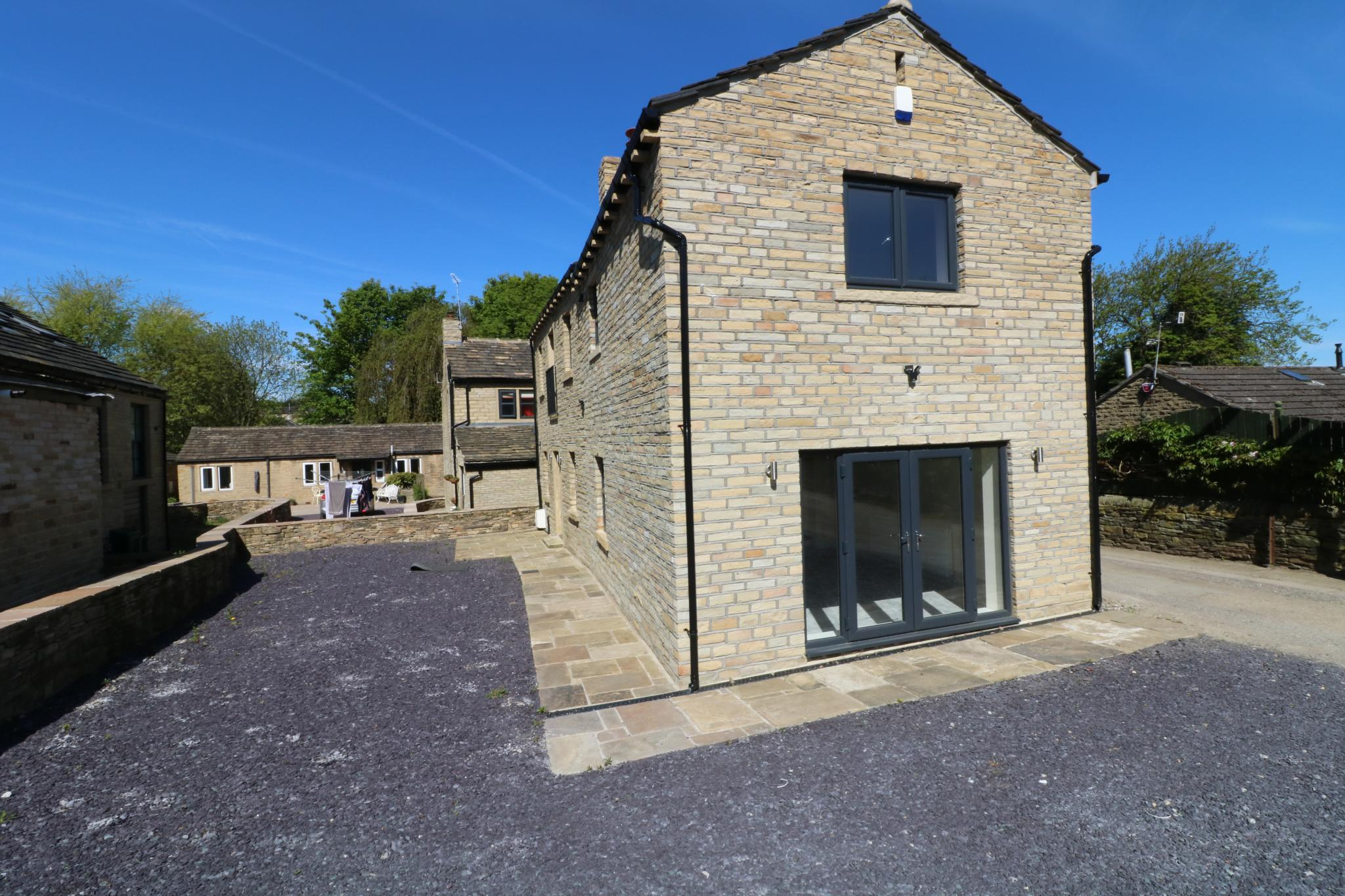 3 Bedroom Barn Conversion House For Sale - Photograph 15