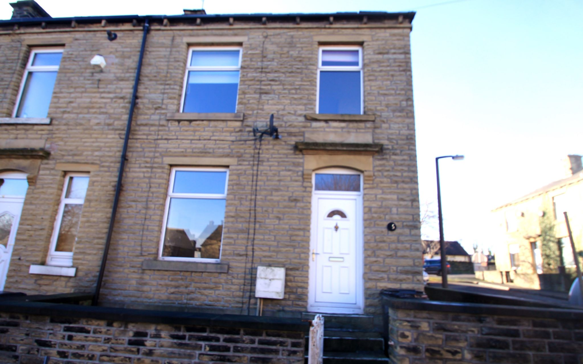3 Bedroom End Terraced House To Rent - Photograph 1