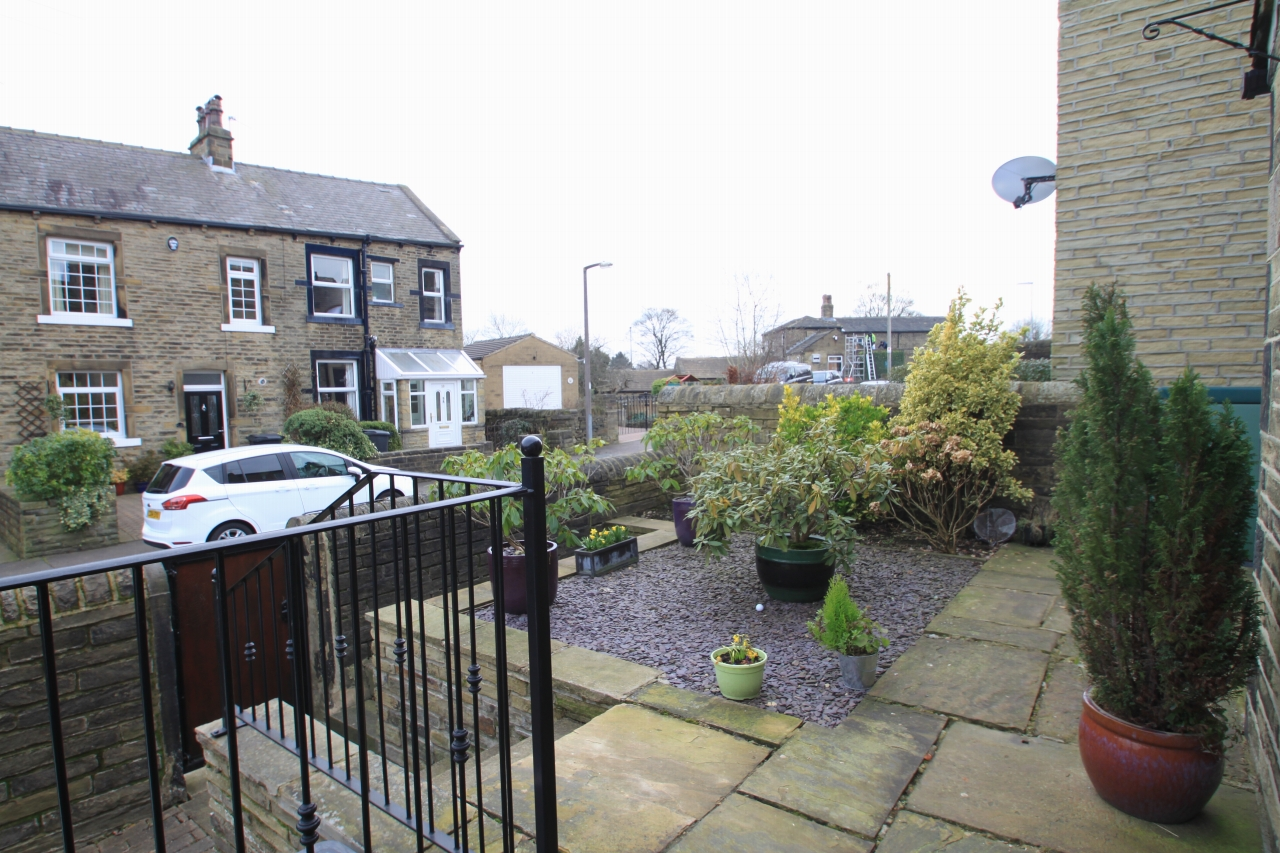 2 Bedroom Mid Terraced House To Rent - Photograph 15