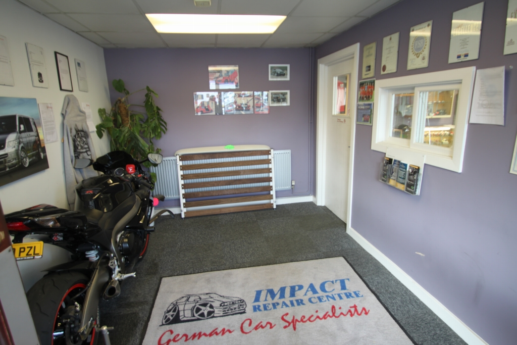 Commercial Property To Rent - Photograph 7