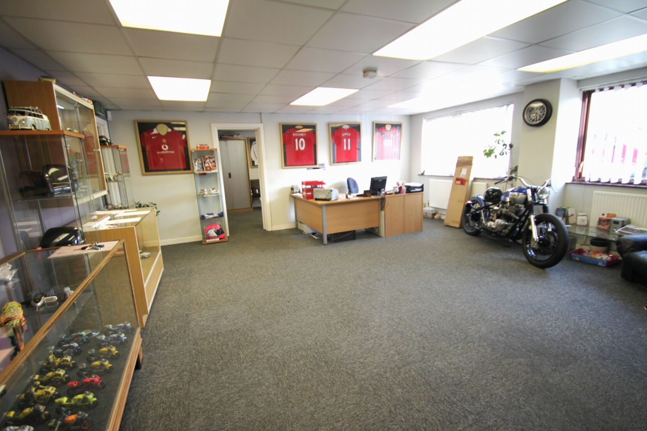 Commercial Property To Rent - Photograph 3