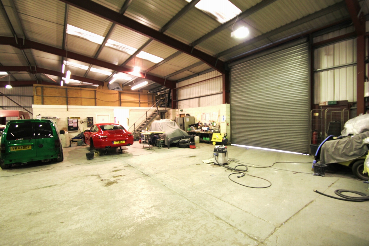 Commercial Property To Rent - Photograph 6