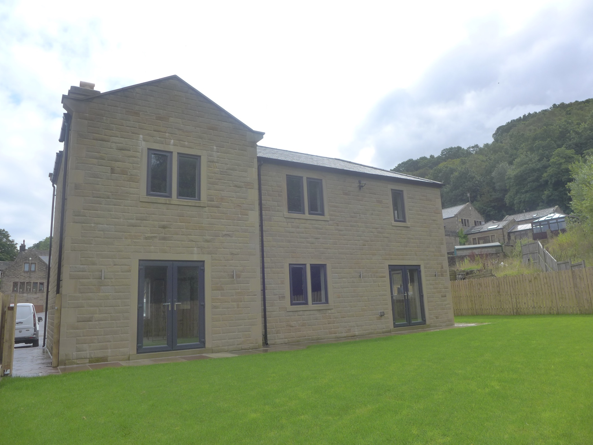 5 bedroom detached house For Sale in Todmorden - Photograph 21.