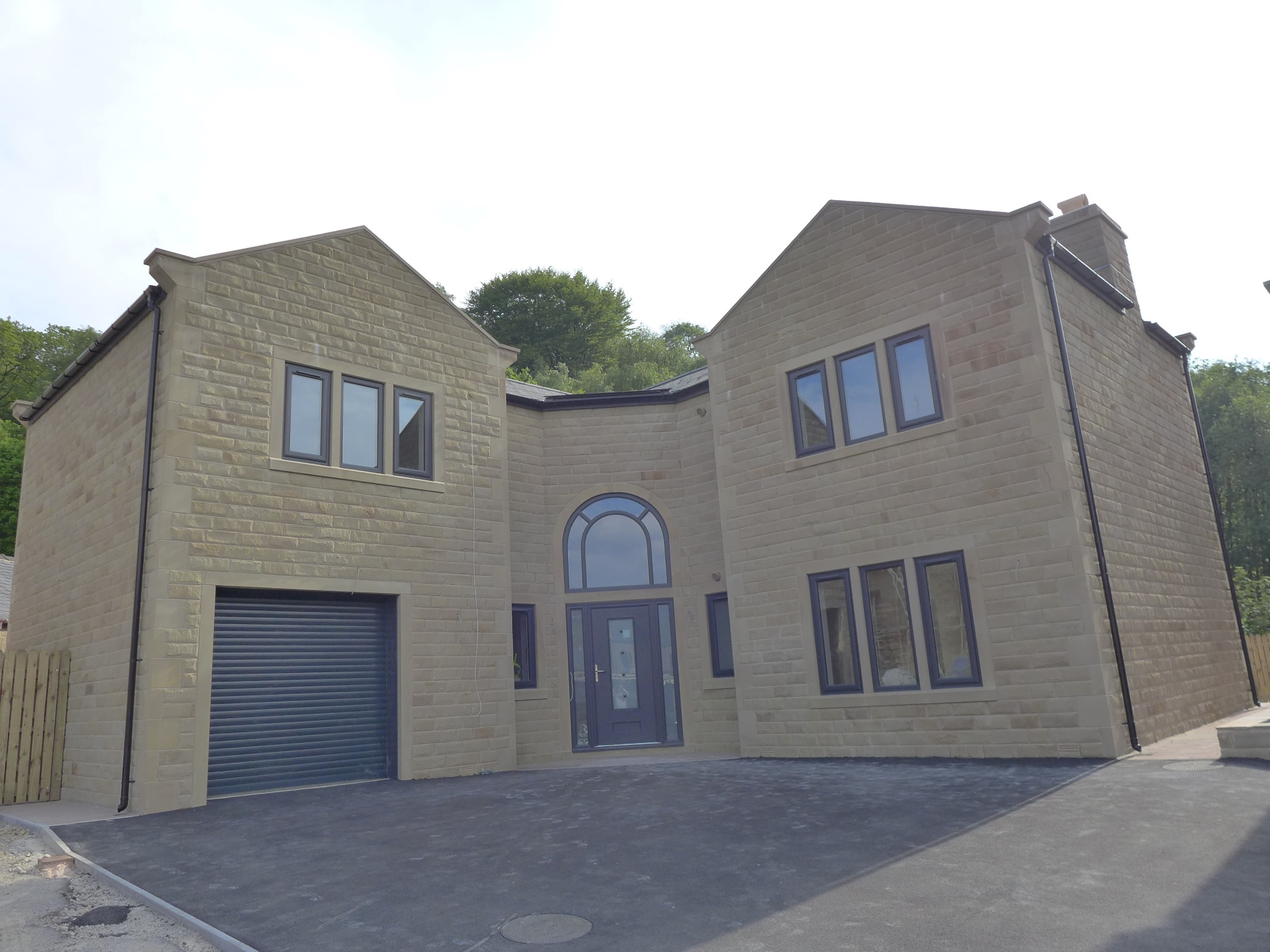 5 bedroom detached house For Sale in Todmorden - Property photograph.