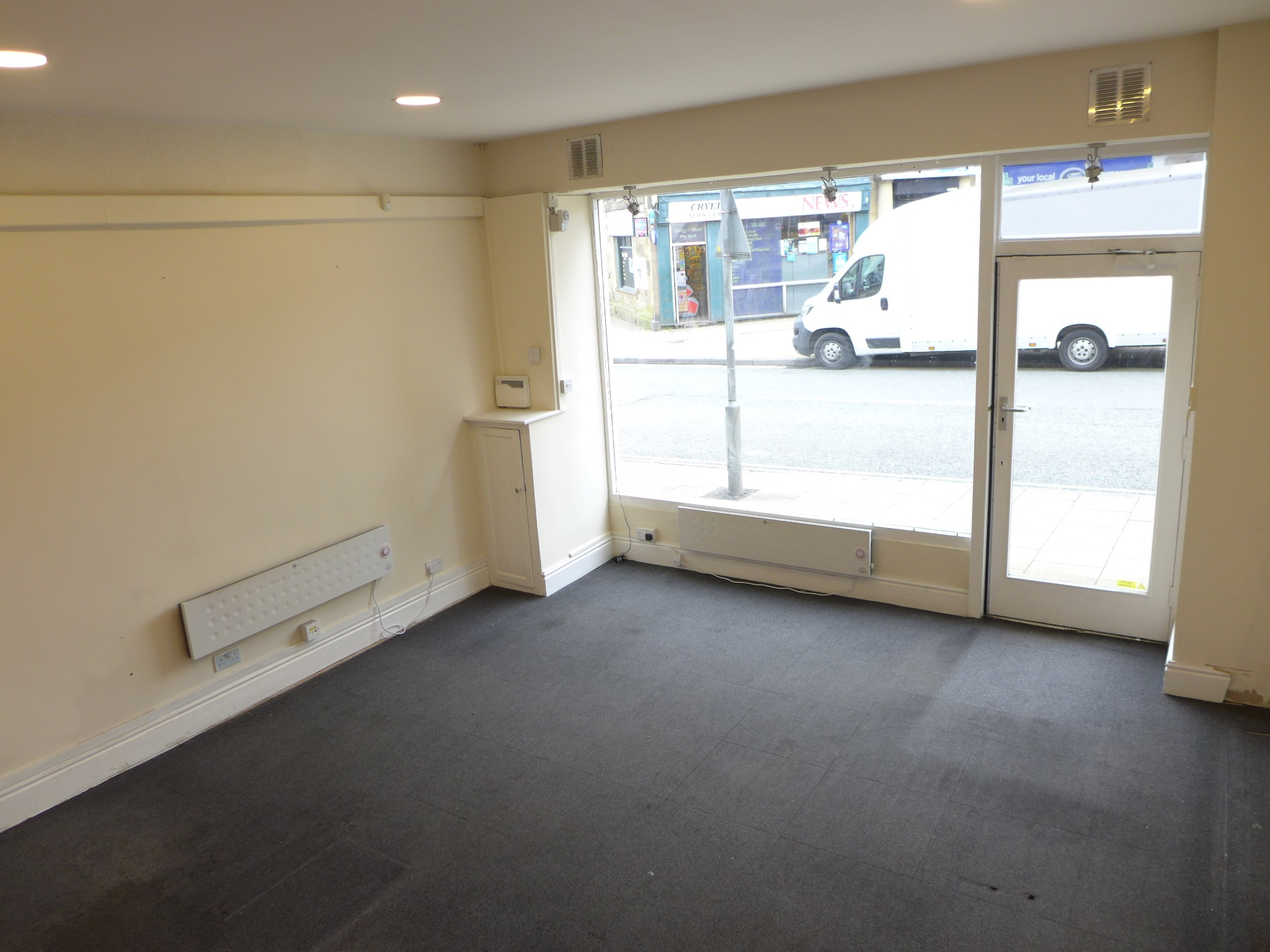 Empty Retail Premises For Sale in Calderdale - Photograph 4.