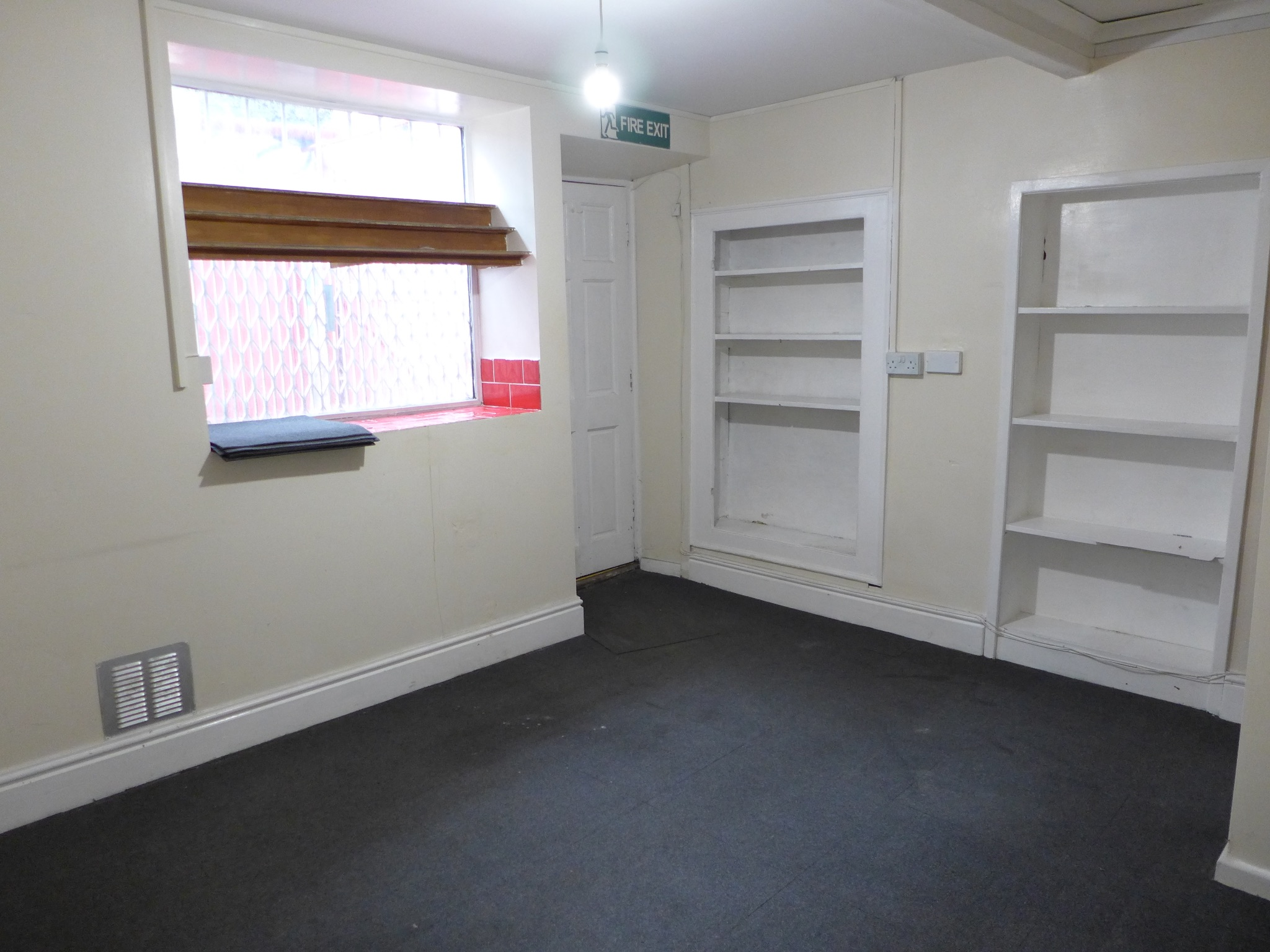 Empty Retail Premises For Sale in Calderdale - Photograph 5.