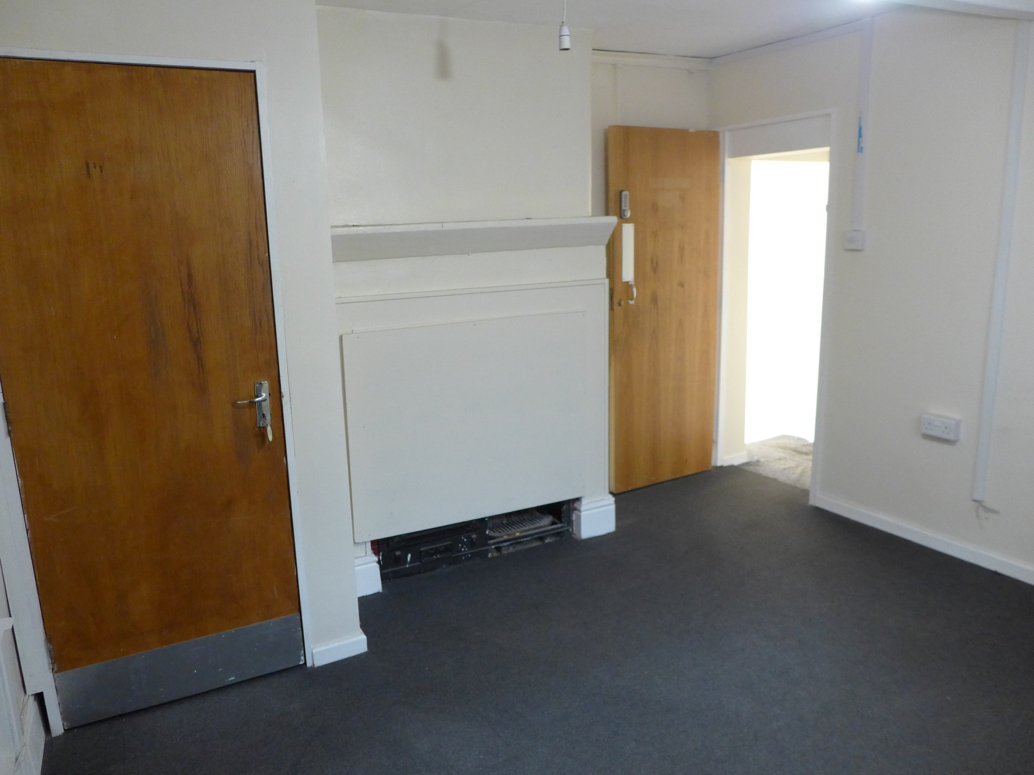 Empty Retail Premises For Sale in Calderdale - Photograph 6.