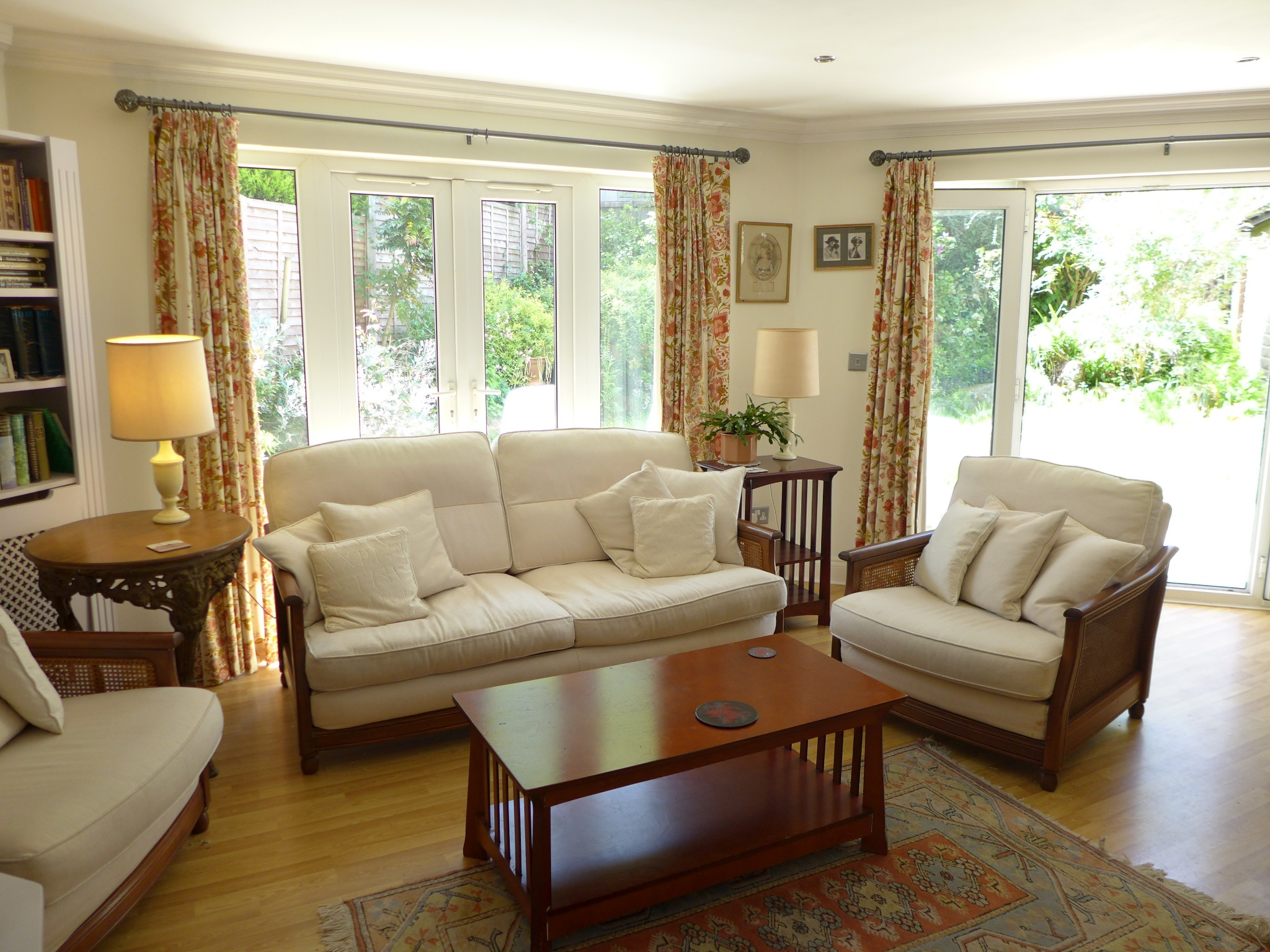 3 bedroom detached house For Sale in Todmorden - Photograph 4.