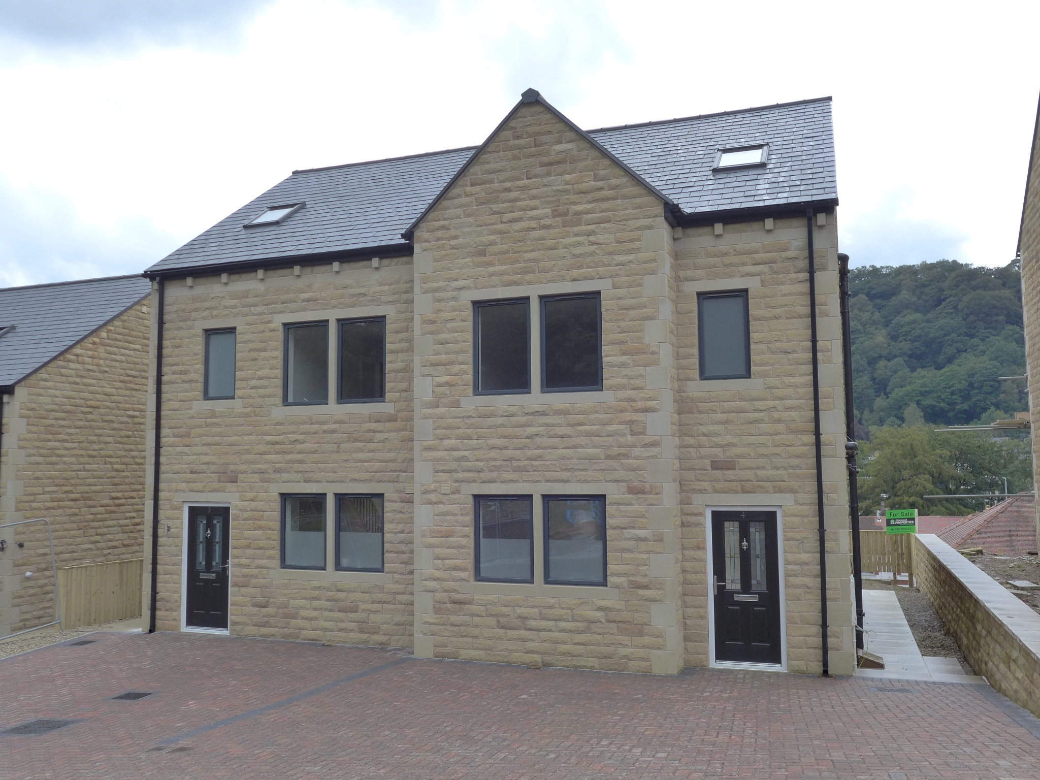 Semi-detached House For Sale in Todmorden - Property photograph.
