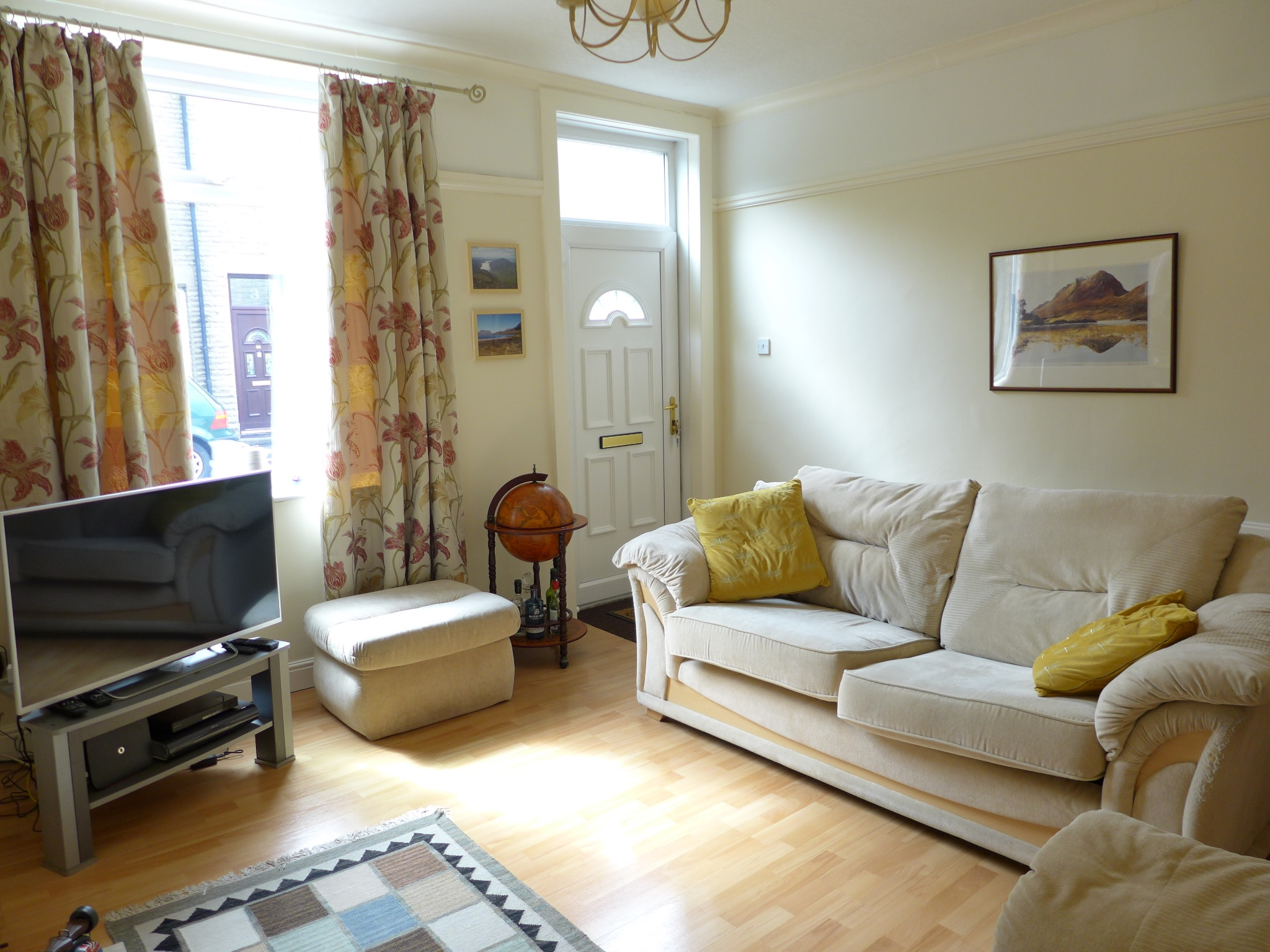 3 bedroom end terraced house For Sale in Todmorden - Photograph 4.