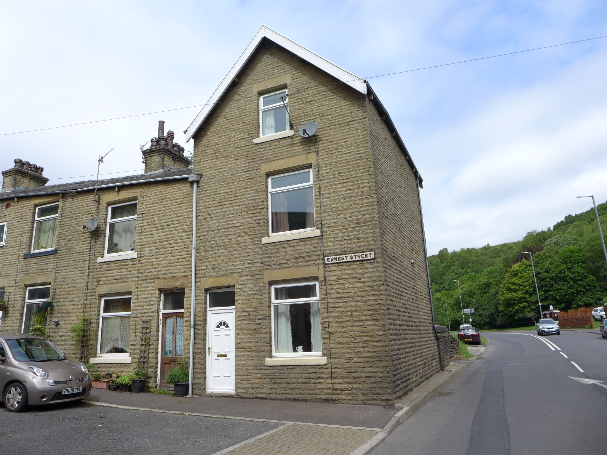 3 bedroom end terraced house For Sale in Todmorden - Photograph 1.