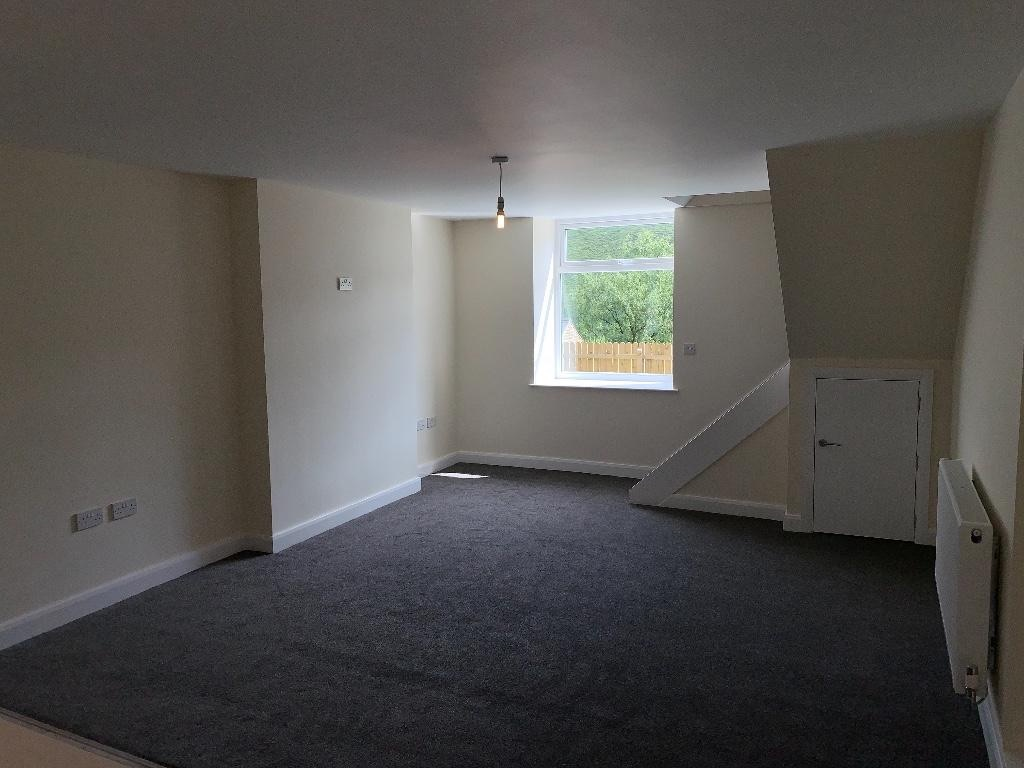 2 bedroom semi-detached house For Sale in Todmorden - Photograph 5.