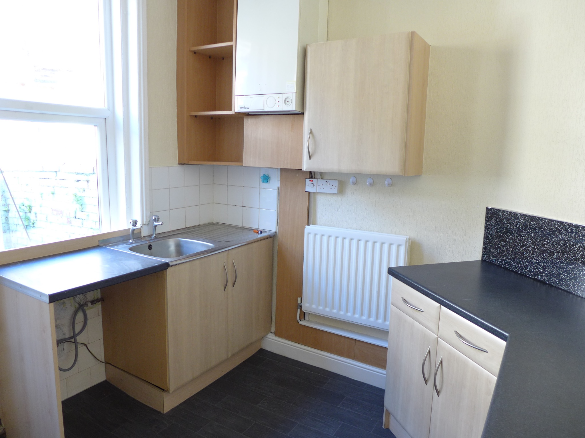 3 bedroom mid terraced house For Sale in Todmorden - Photograph 4.