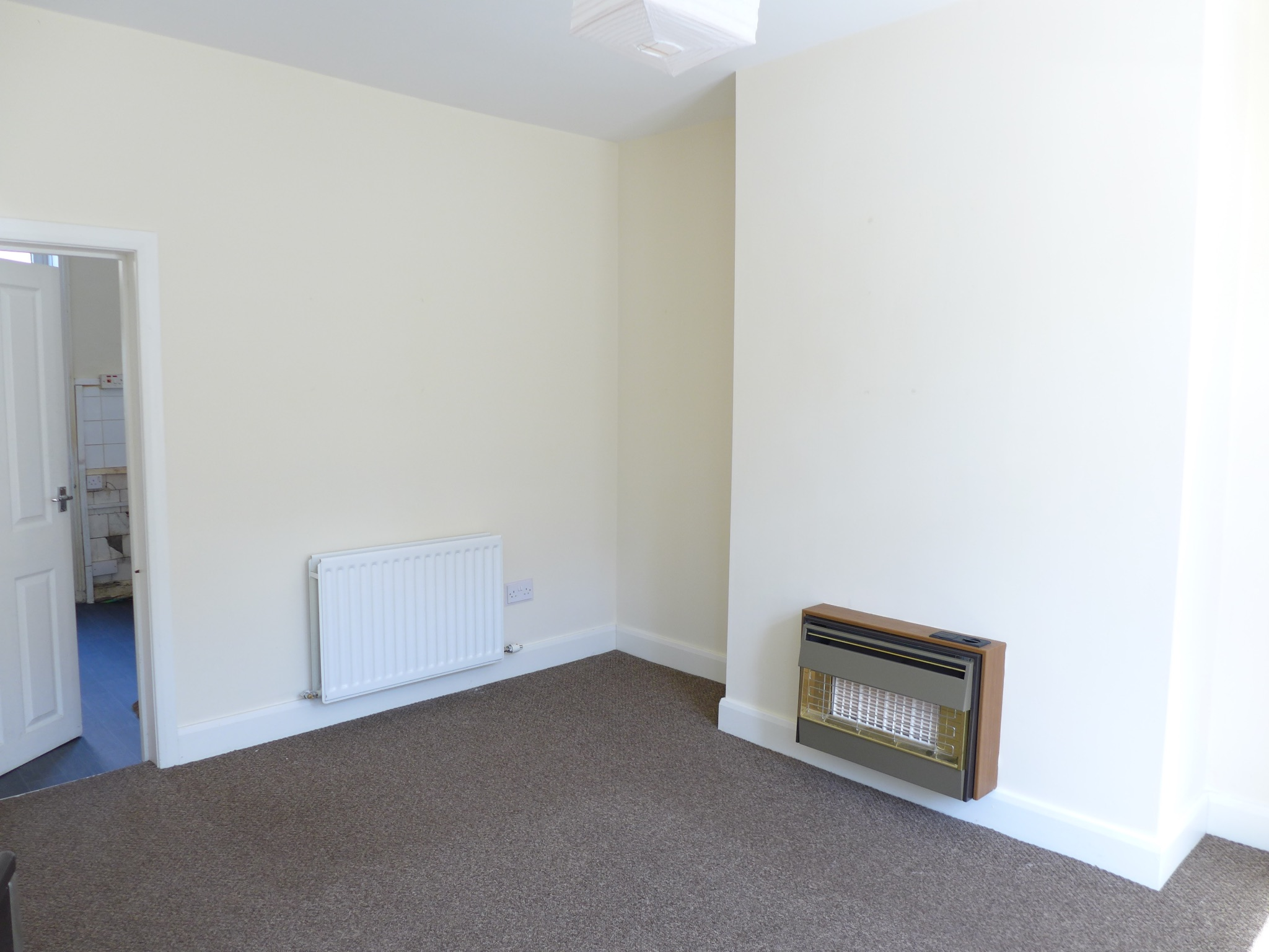 3 bedroom mid terraced house For Sale in Todmorden - Photograph 2.