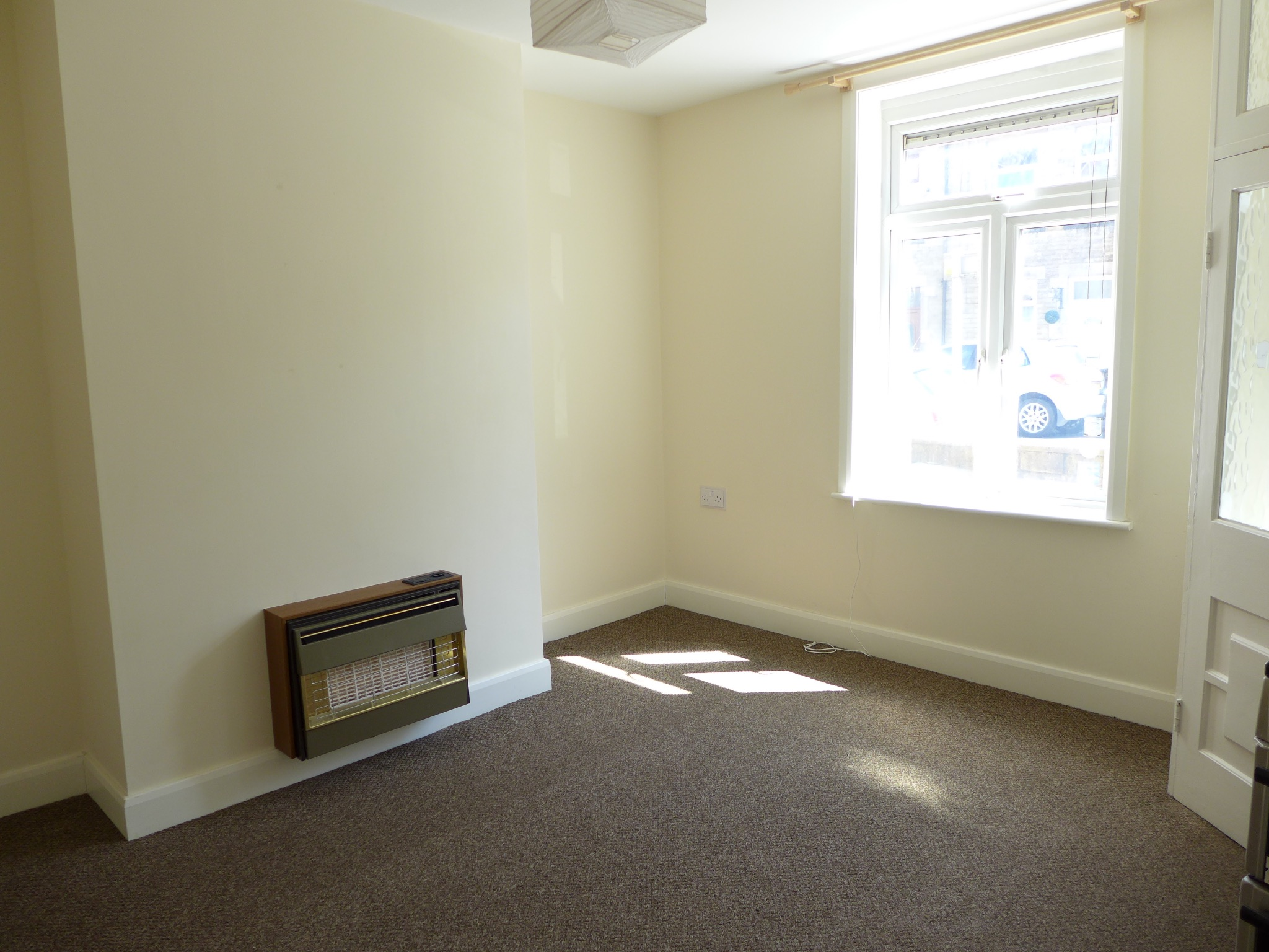 3 bedroom mid terraced house For Sale in Todmorden - Photograph 3.