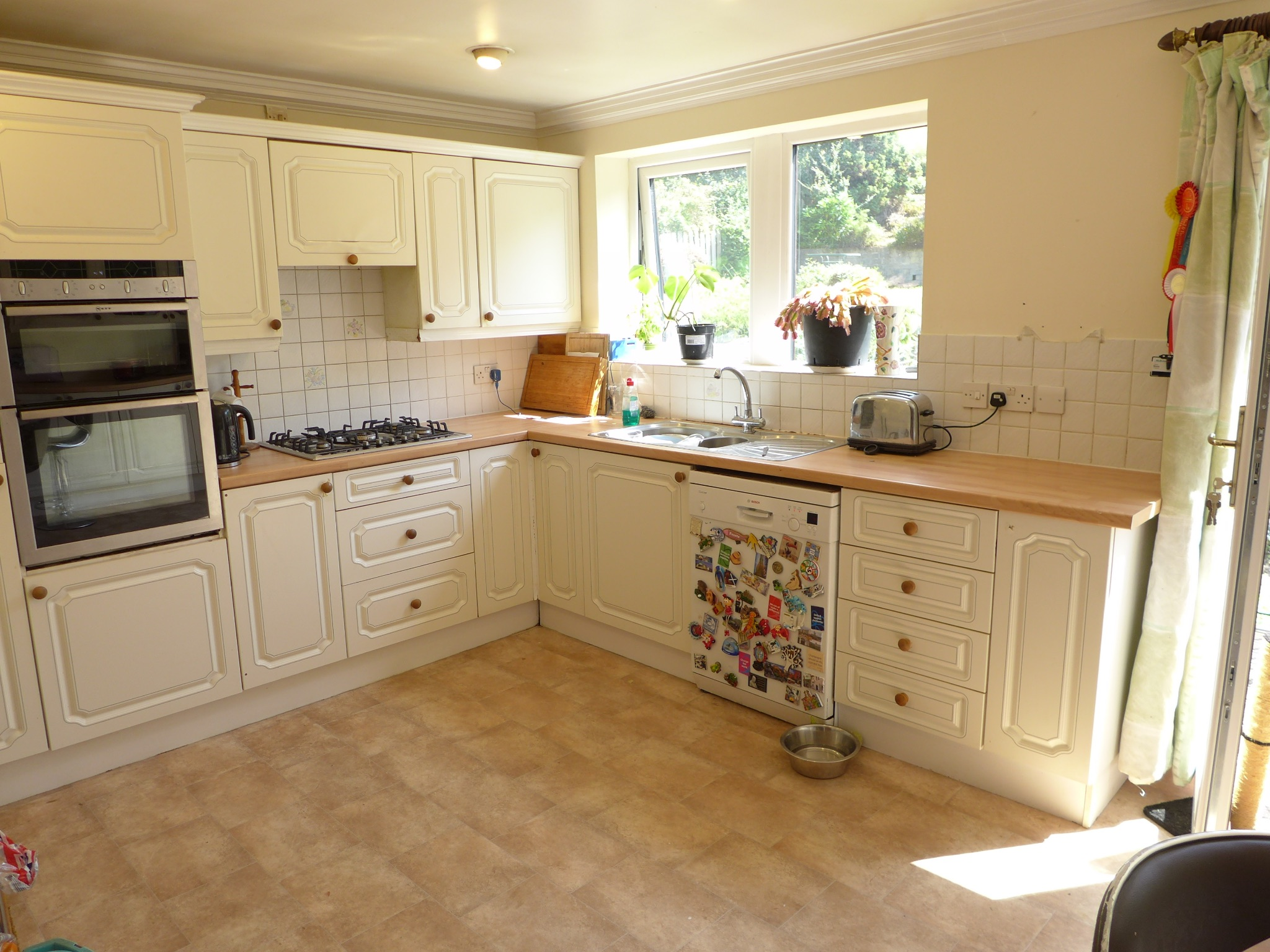 4 bedroom detached house For Sale in Todmorden - Photograph 6.
