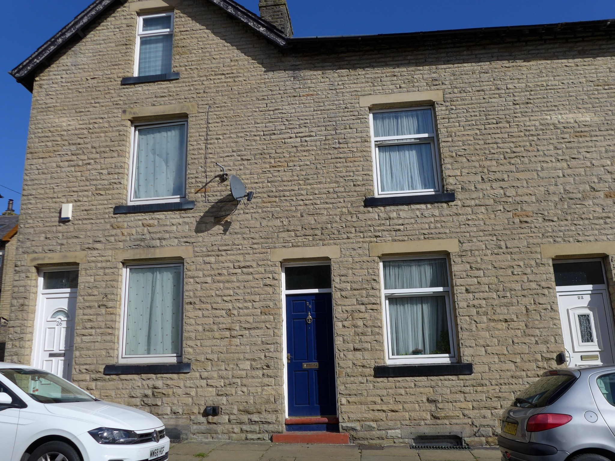 3 bedroom mid terraced house For Sale in Todmorden - Photograph 1.