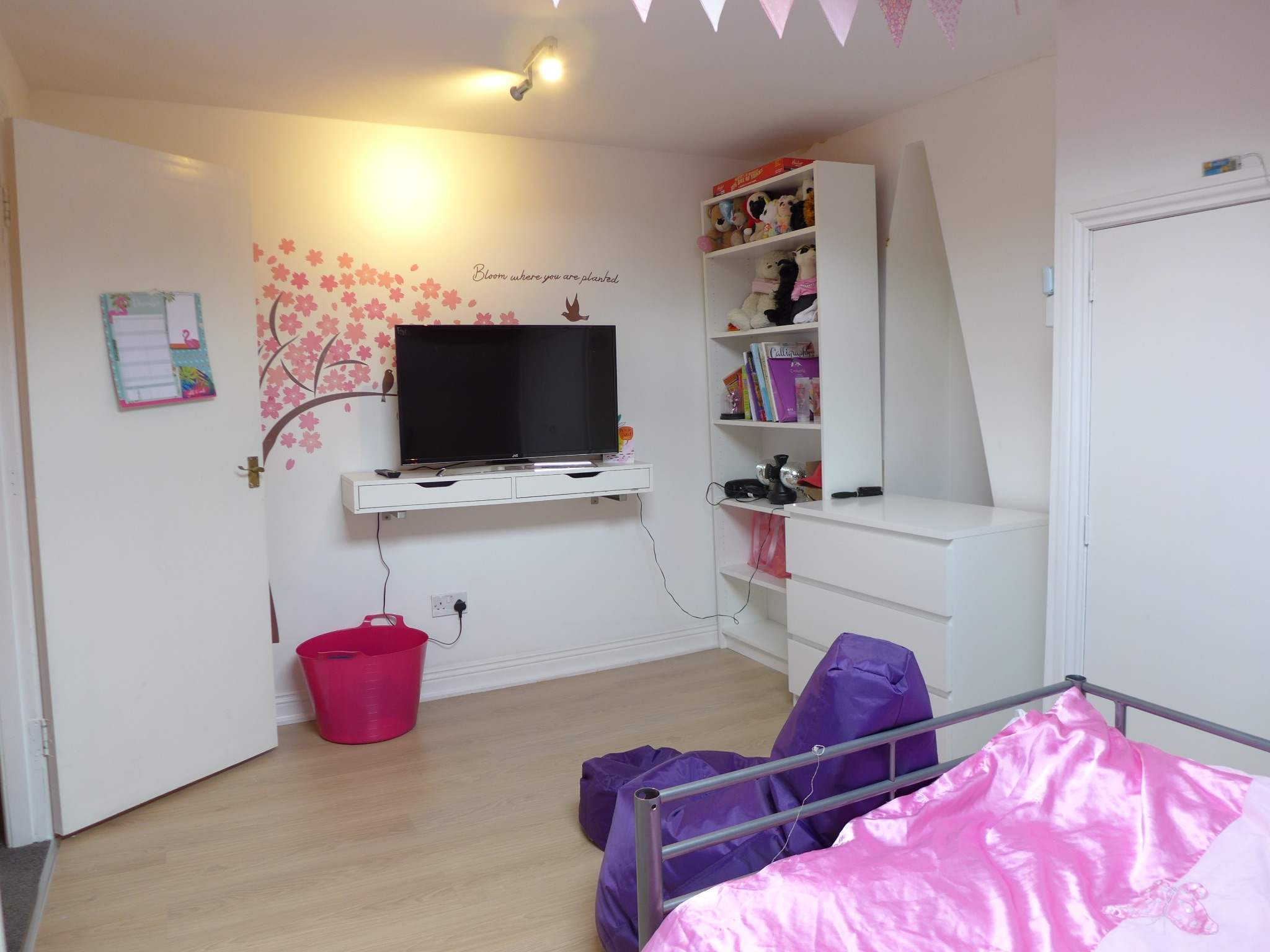 3 bedroom end terraced house For Sale in Todmorden - Photograph 14.
