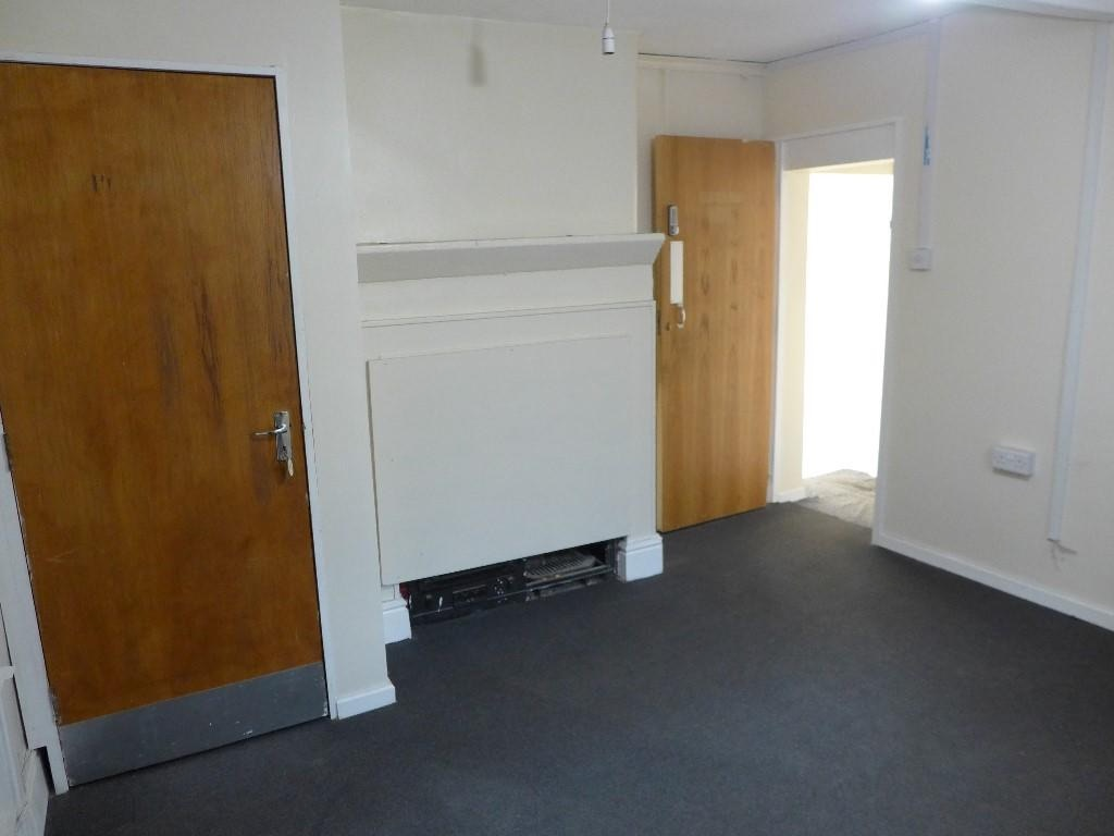 Empty Retail Premises To Let in Calderdale - Photograph 6.