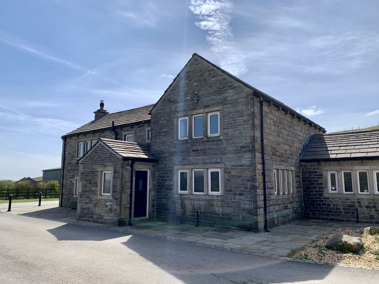 3 bedroom detached house For Sale in Todmorden - Photograph 7.