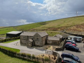 3 bedroom detached house For Sale in Todmorden - Photograph 2.