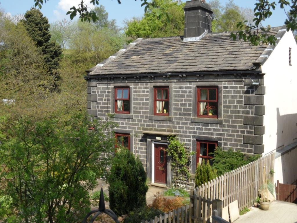 3 bedroom detached house For Sale in Calderdale - Photograph 2.