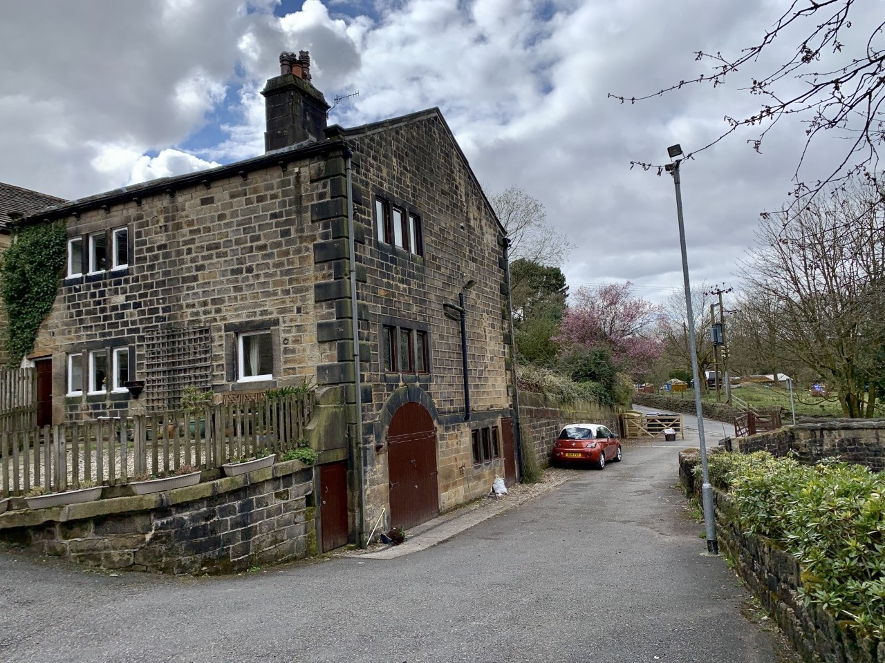 3 bedroom detached house For Sale in Calderdale - Property photograph.