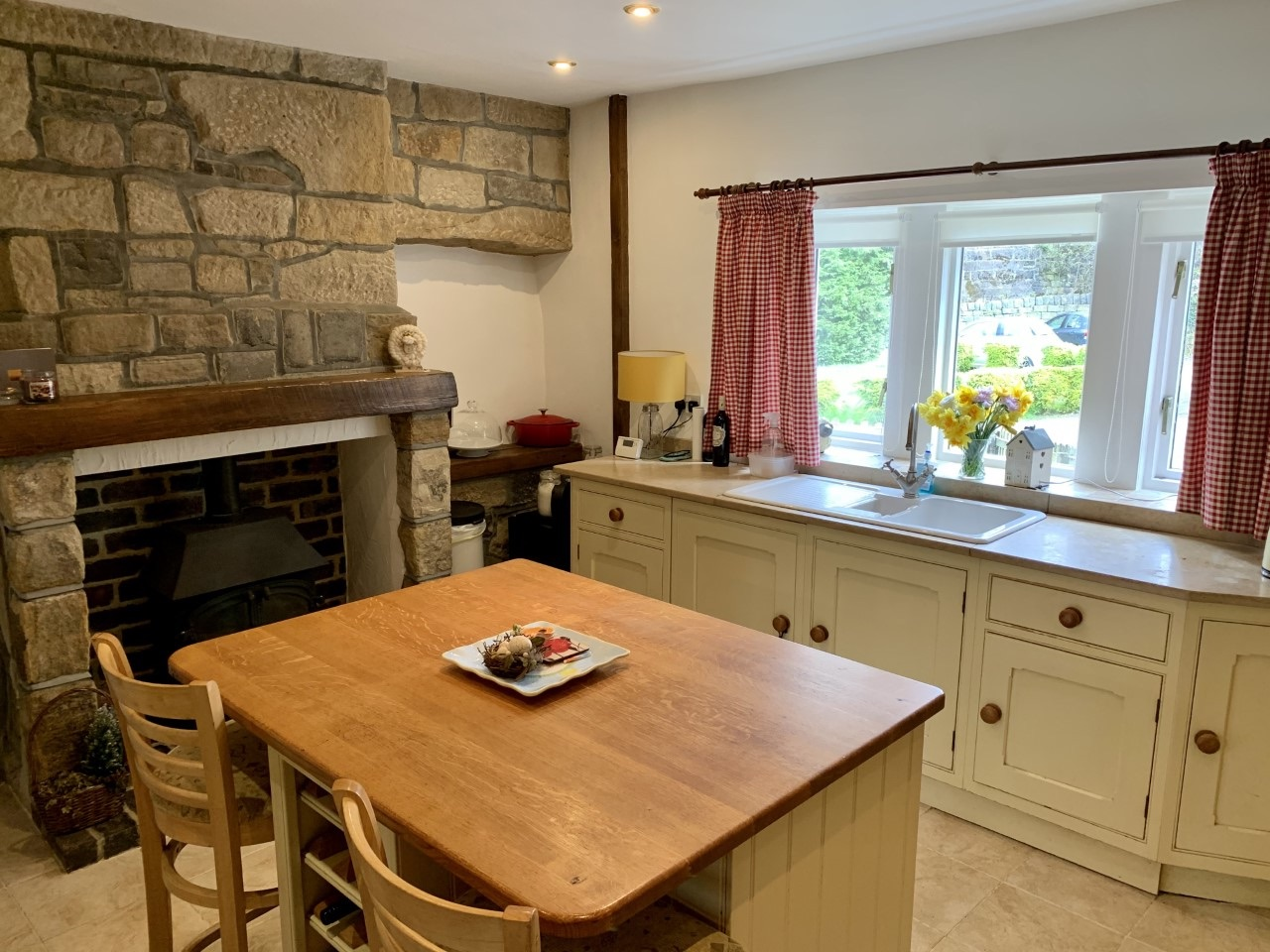 3 bedroom detached house For Sale in Calderdale - Photograph 6.