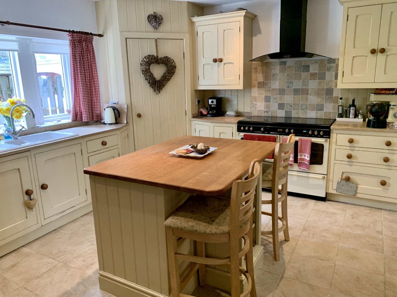3 bedroom detached house For Sale in Calderdale - Photograph 5.