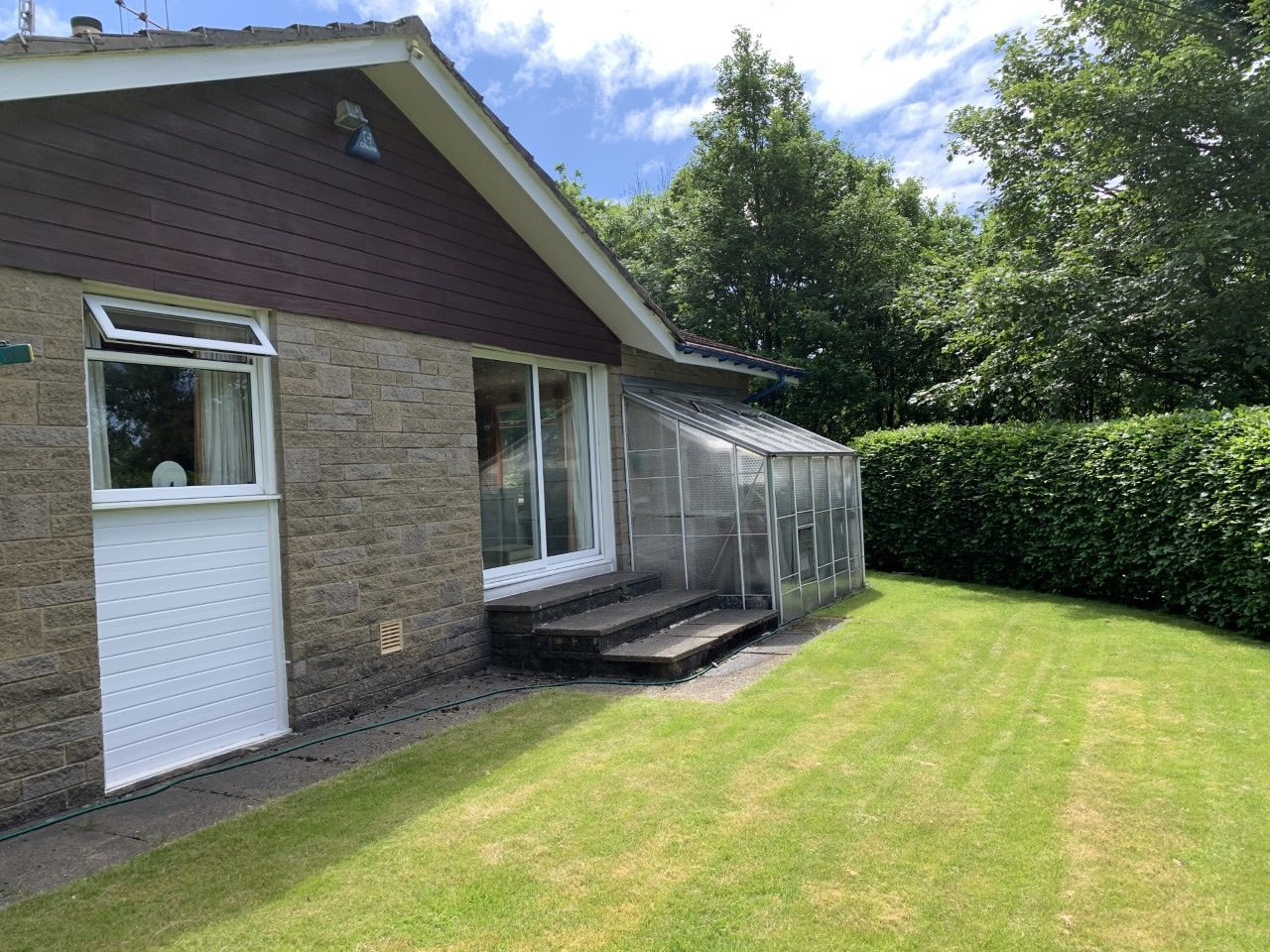 4 bedroom detached bungalow For Sale in Todmorden - Photograph 25.