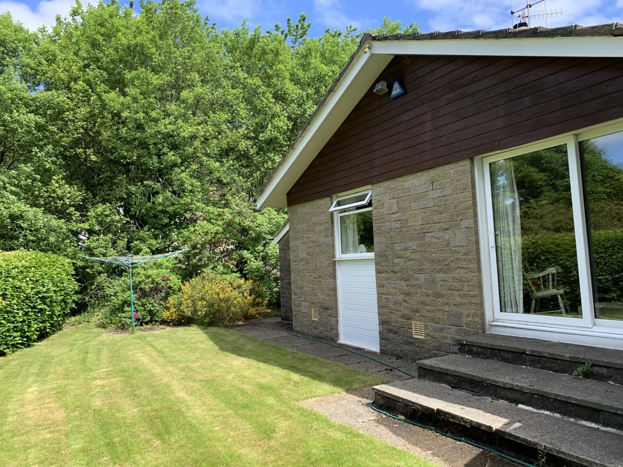 4 bedroom detached bungalow For Sale in Todmorden - Photograph 24.