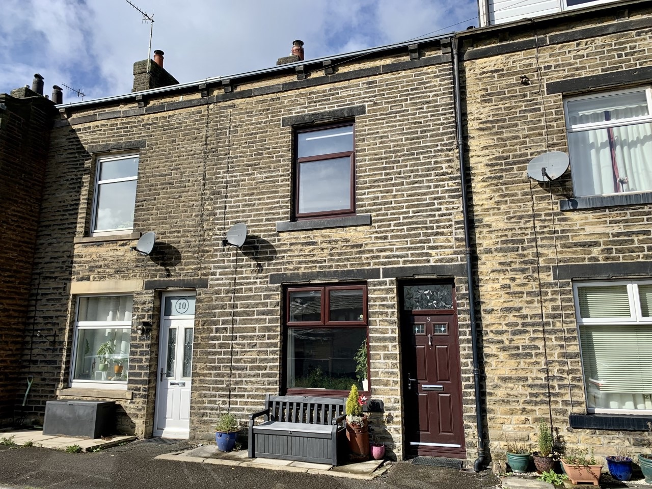 3 bedroom mid terraced house For Sale in Todmorden - Property photograph.