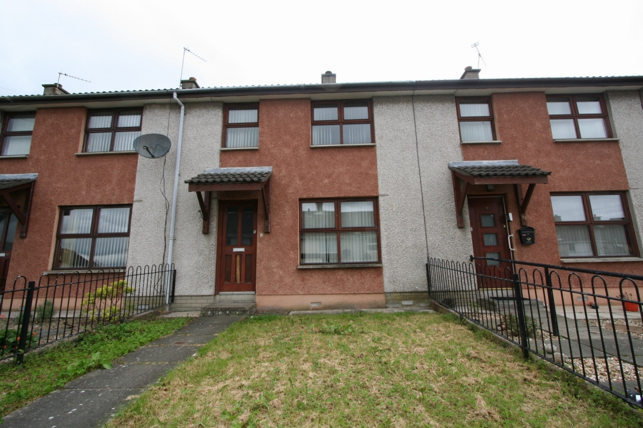 3 bedroom mid terraced house To Let in Antrim - Property photograph