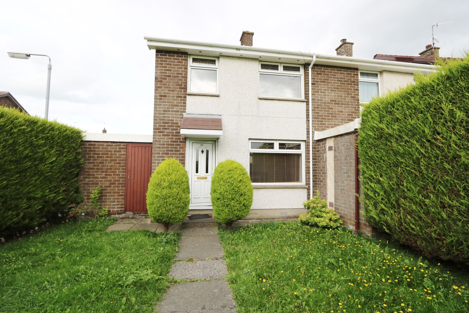 3 bedroom end terraced house Let Agreed in Antrim - Property photograph
