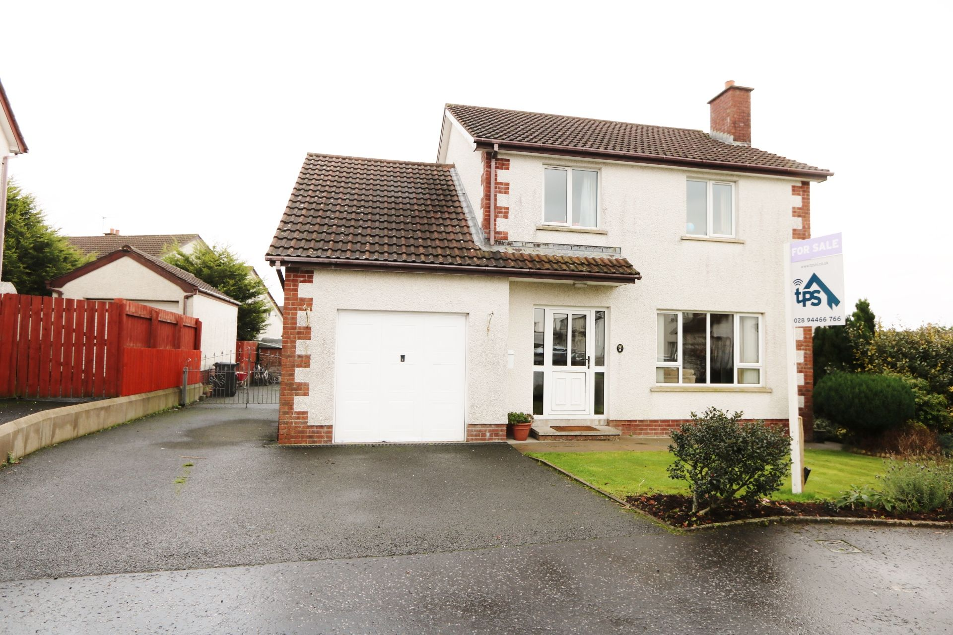 4 bedroom detached house For Sale in Ballyclare - Property photograph