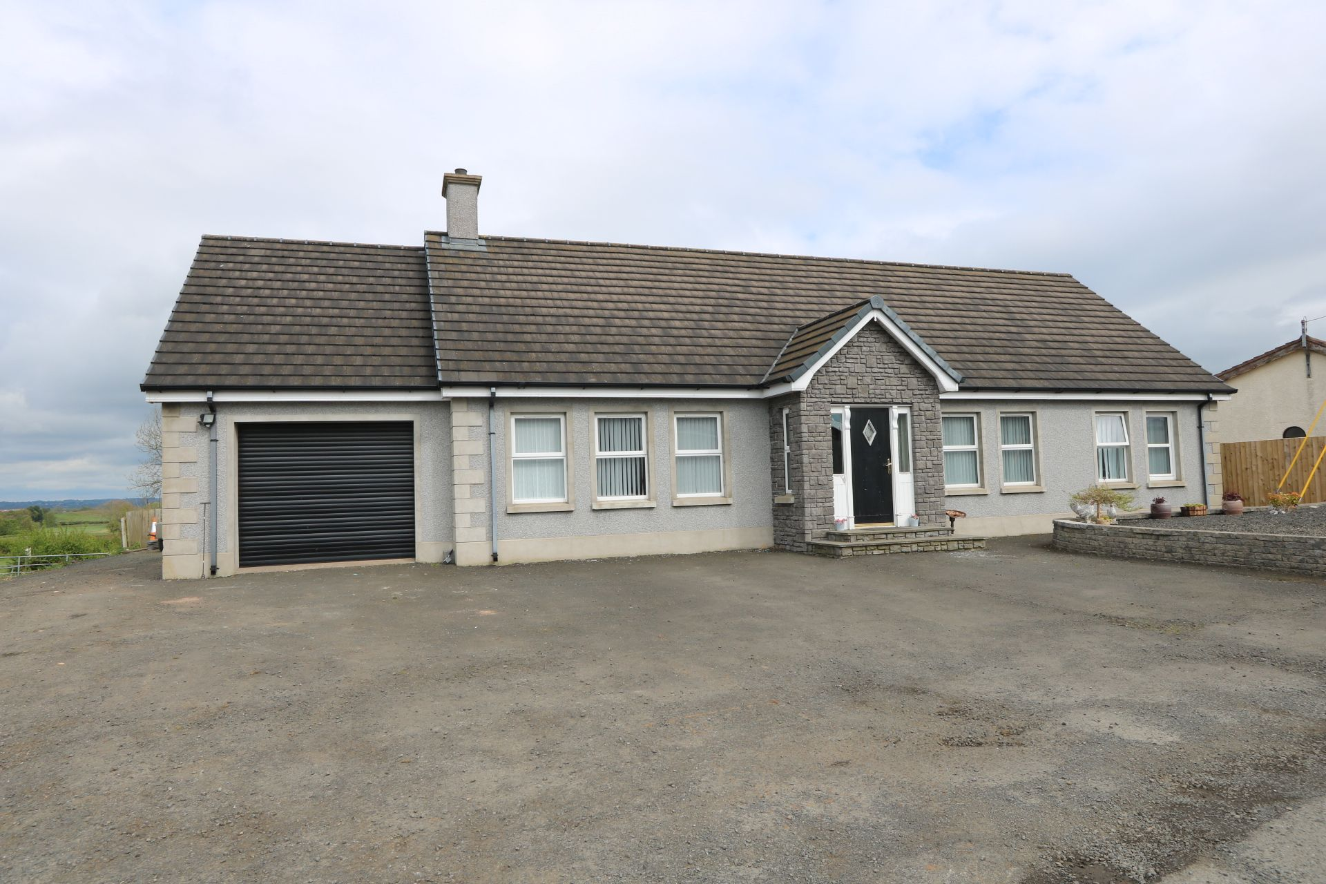 6 bedroom detached bungalow For Sale in Randalstown - Property photograph