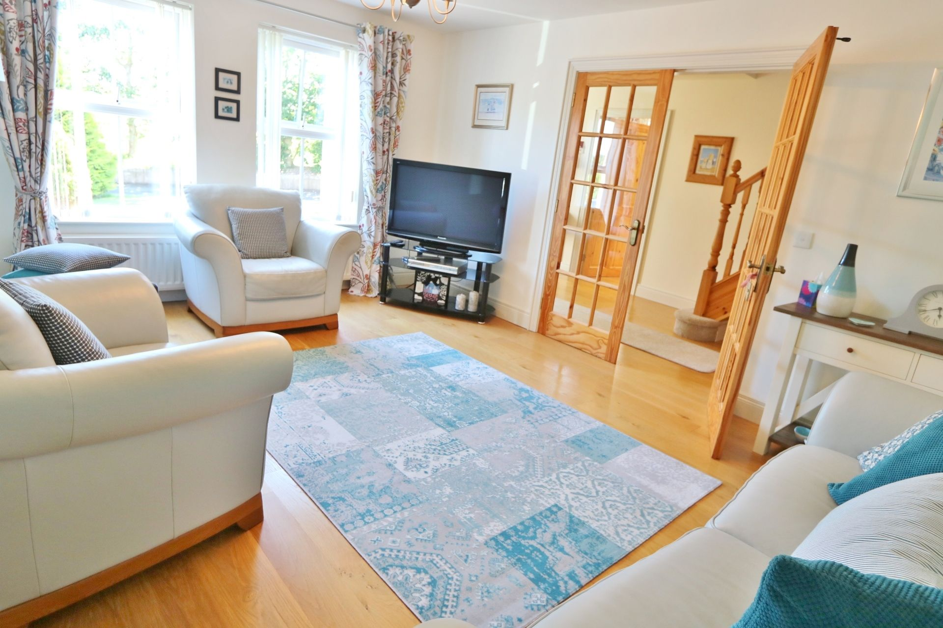 5 bedroom detached house For Sale in Antrim - Property photograph