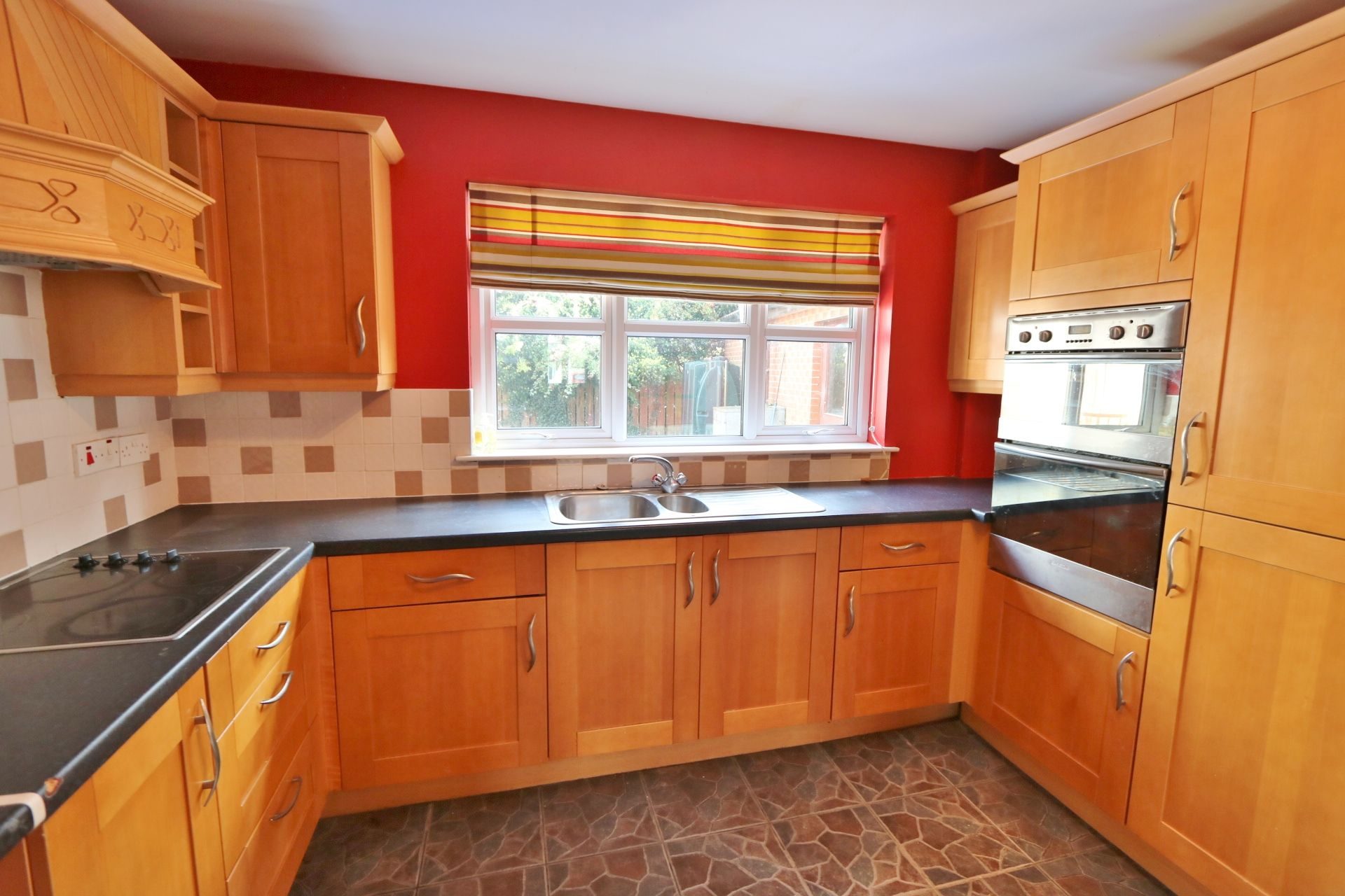 4 bedroom semi-detached house For Sale in Antrim - Photograph 7