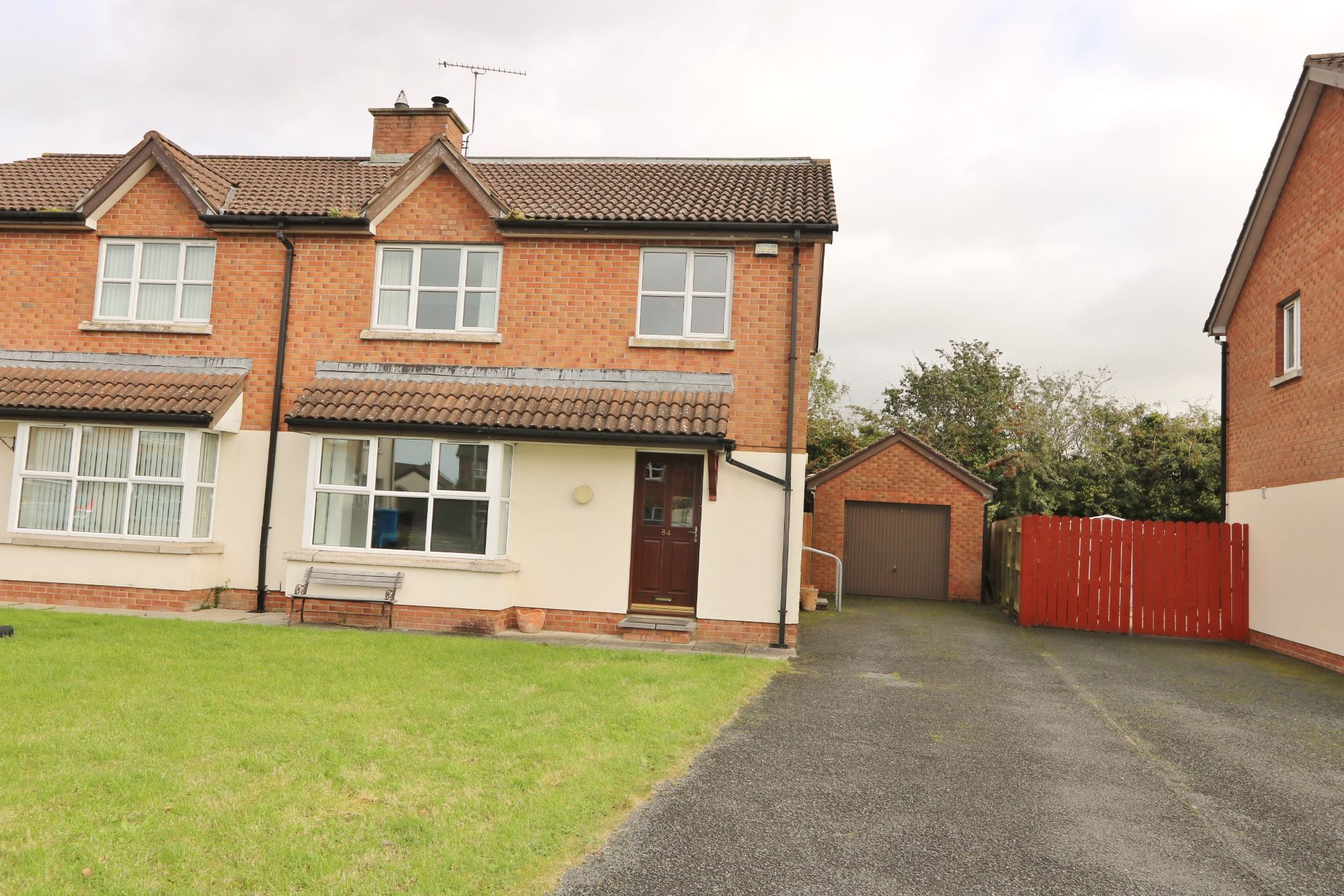 4 bedroom semi-detached house For Sale in Antrim - Property photograph