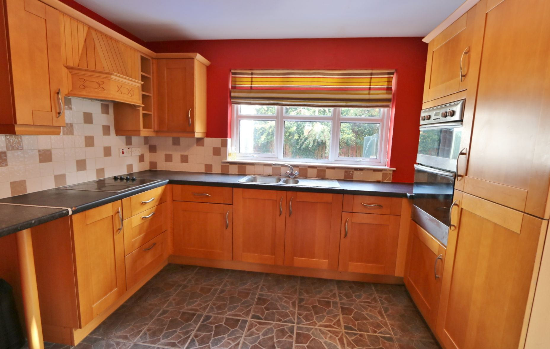 4 bedroom semi-detached house For Sale in Antrim - Photograph 6