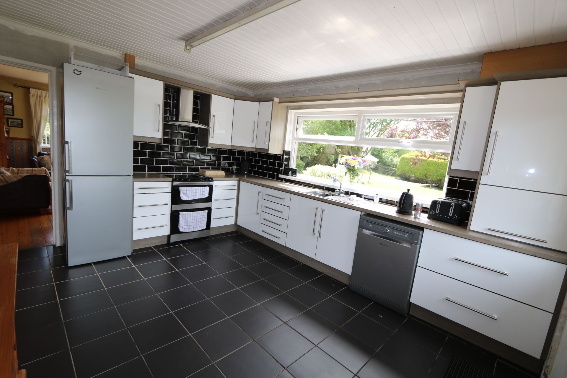 3 bedroom detached bungalow For Sale in Randalstown - Photograph 4
