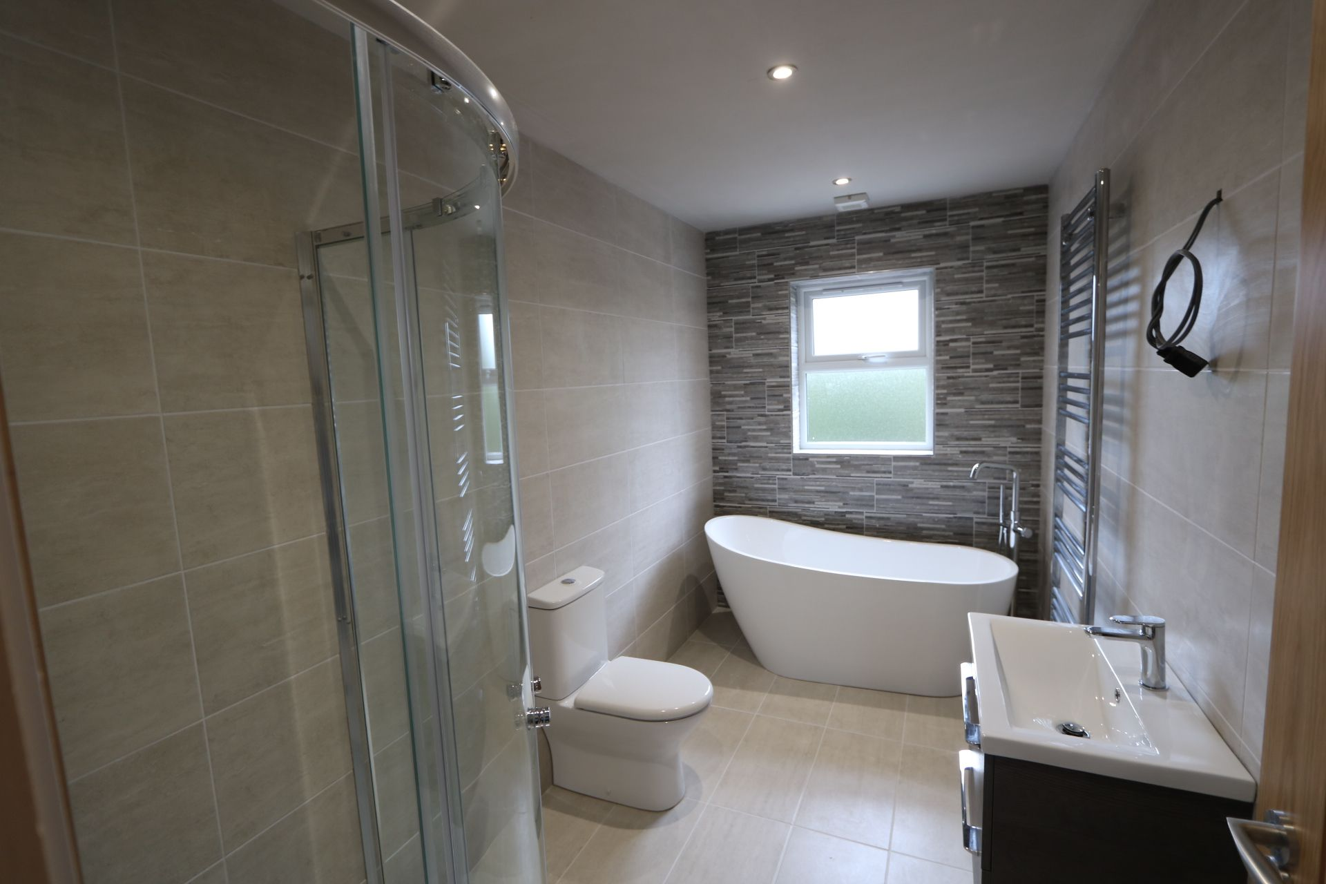 4 bedroom detached house For Sale in Antrim - Photograph 7