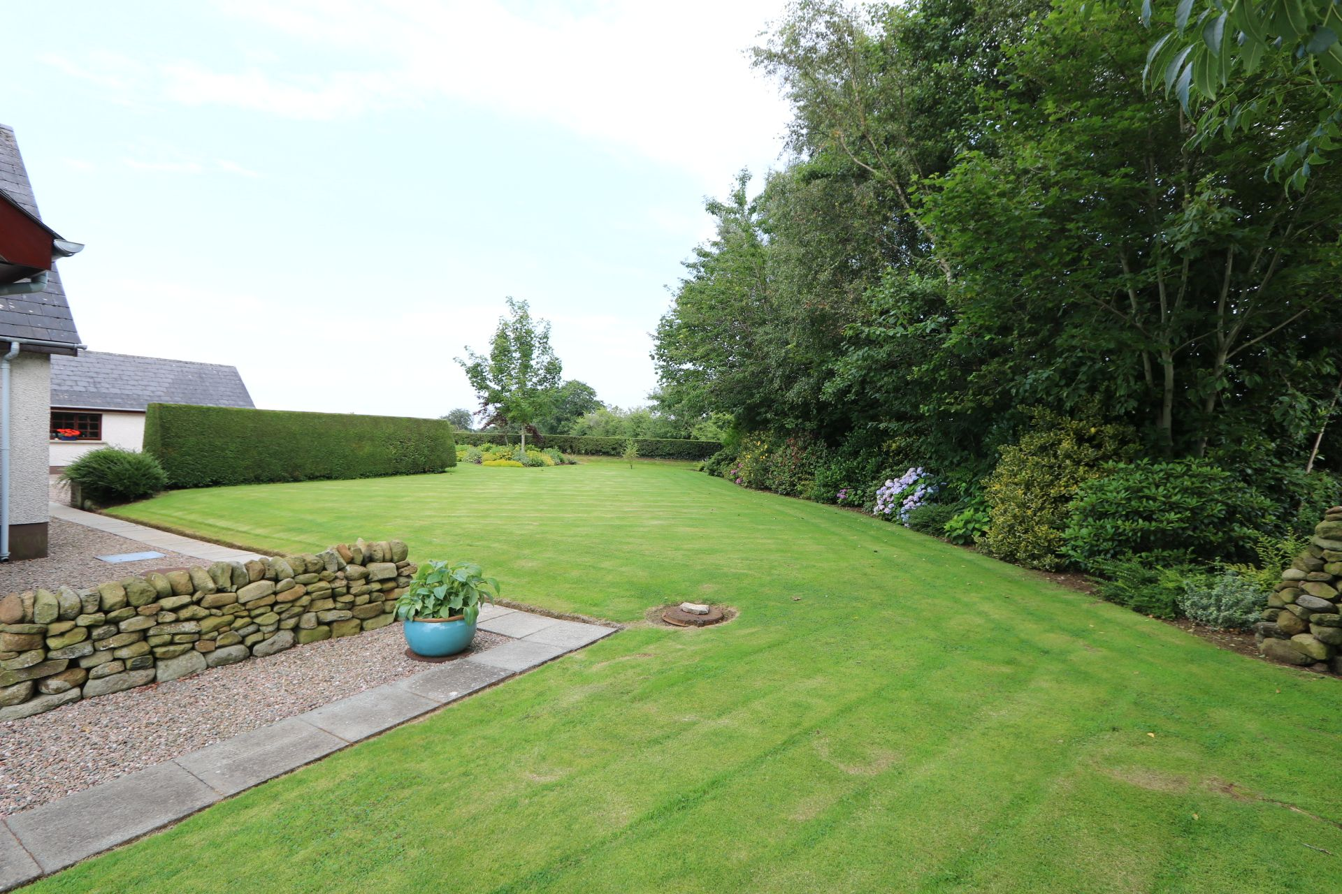 4 bedroom detached bungalow Under Offer in Antrim - Photograph 4